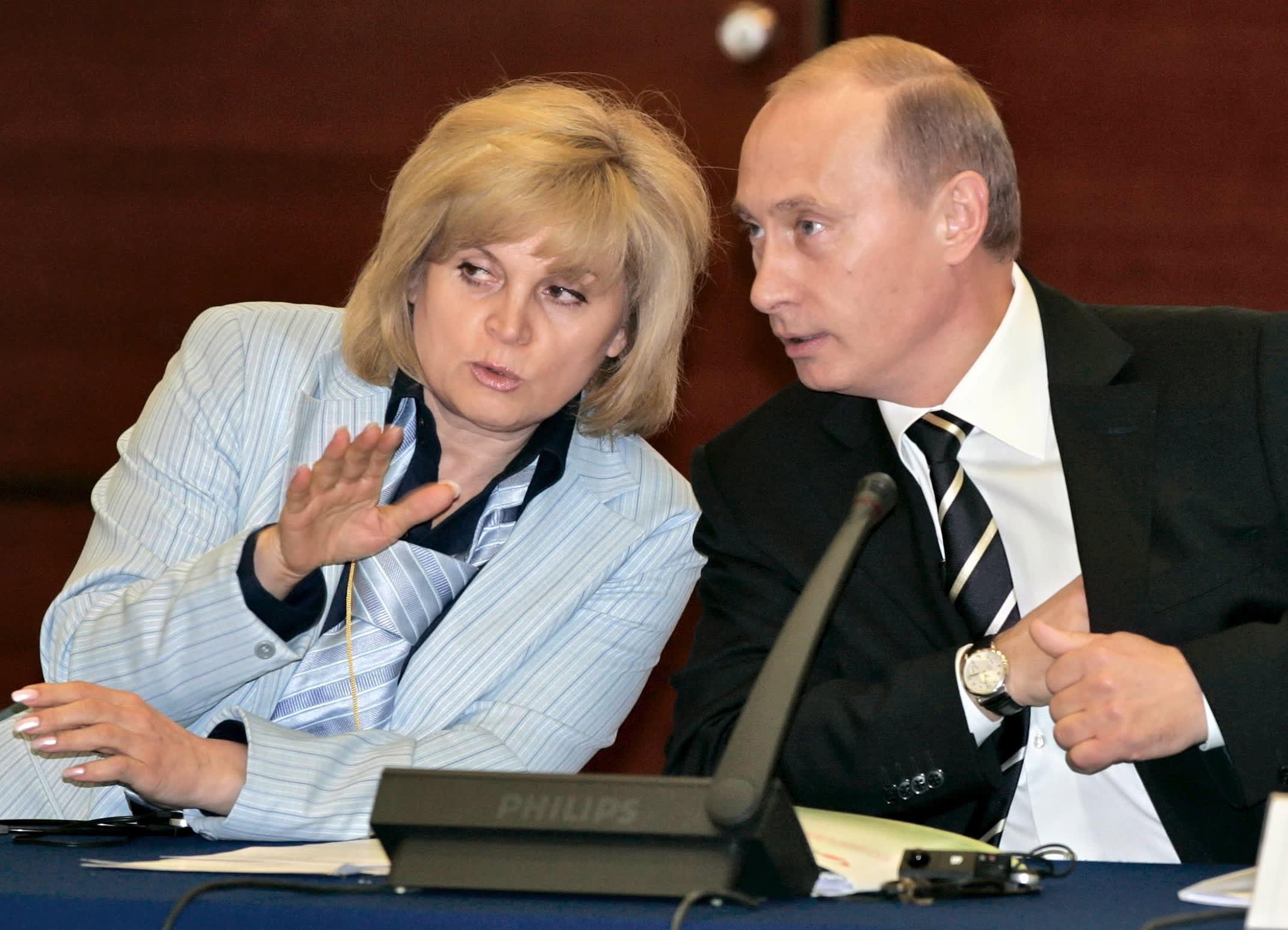 Ella Pamfilova presidentti Vlarimir Putinin kanssa vuonna 2006.
