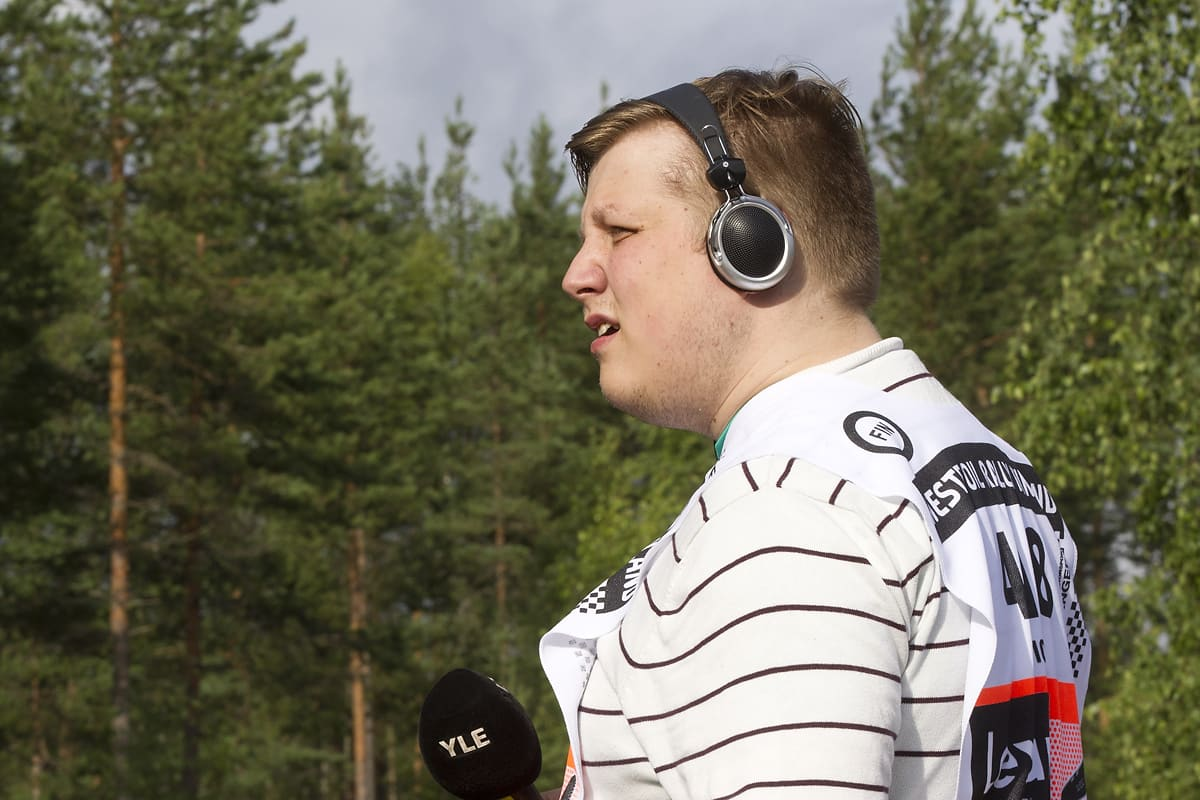 Joni Pakarinen debytoi Ralliradion EK-reportterina 2015 Jyväskylän MM-rallissa.