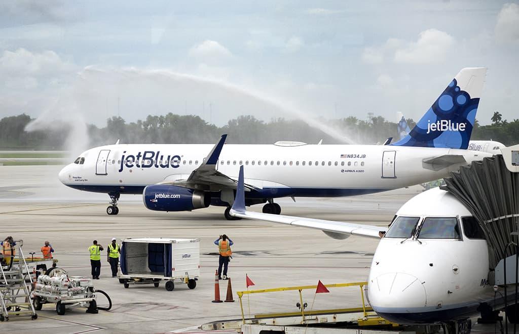 Lentokone läjdössä Kuubaan.
