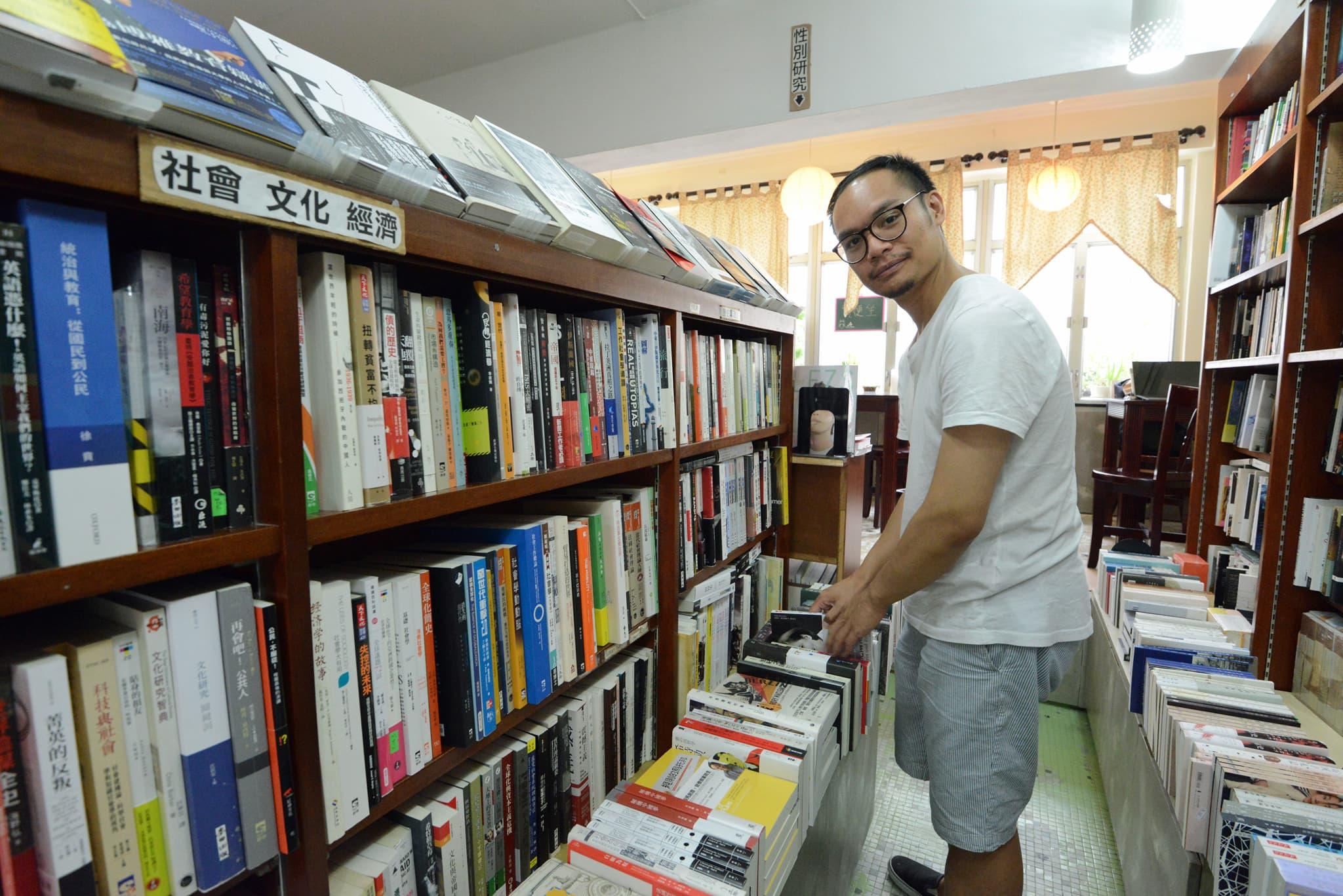 Kirjakauppias Daniel Lee.