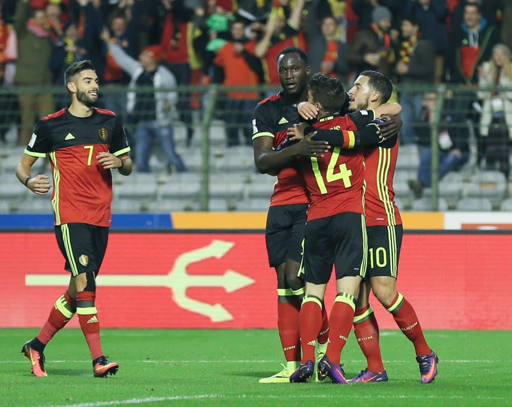 Belgian joukkue juhlii maalia.