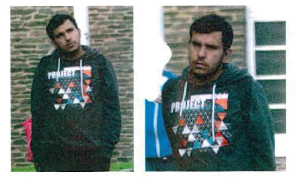Kuva tummaan huppariin pukeutuneesta nuoresta miehestä.