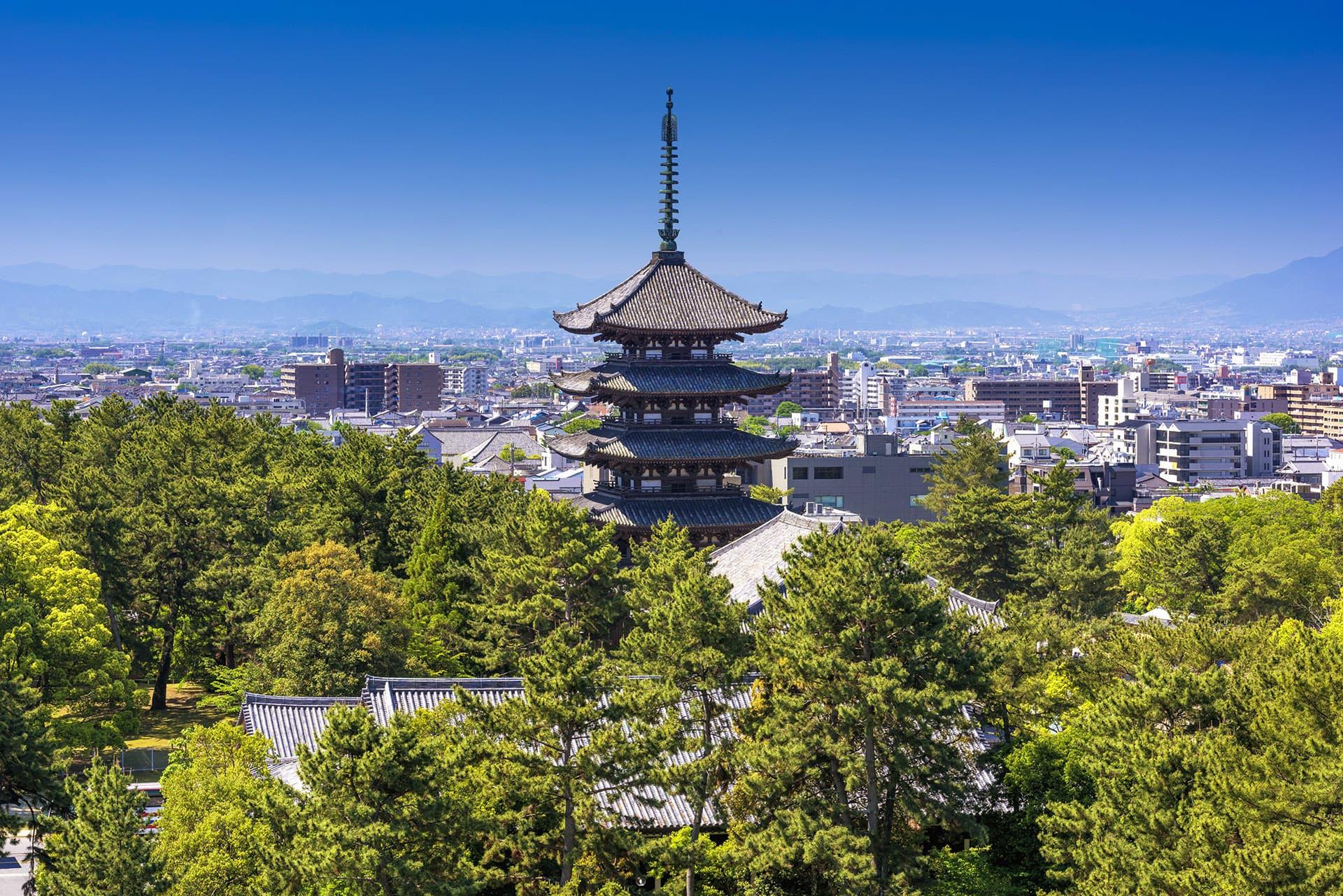 Näkymä Naran kaupunkiin, keskellä Todaijin temppeli.