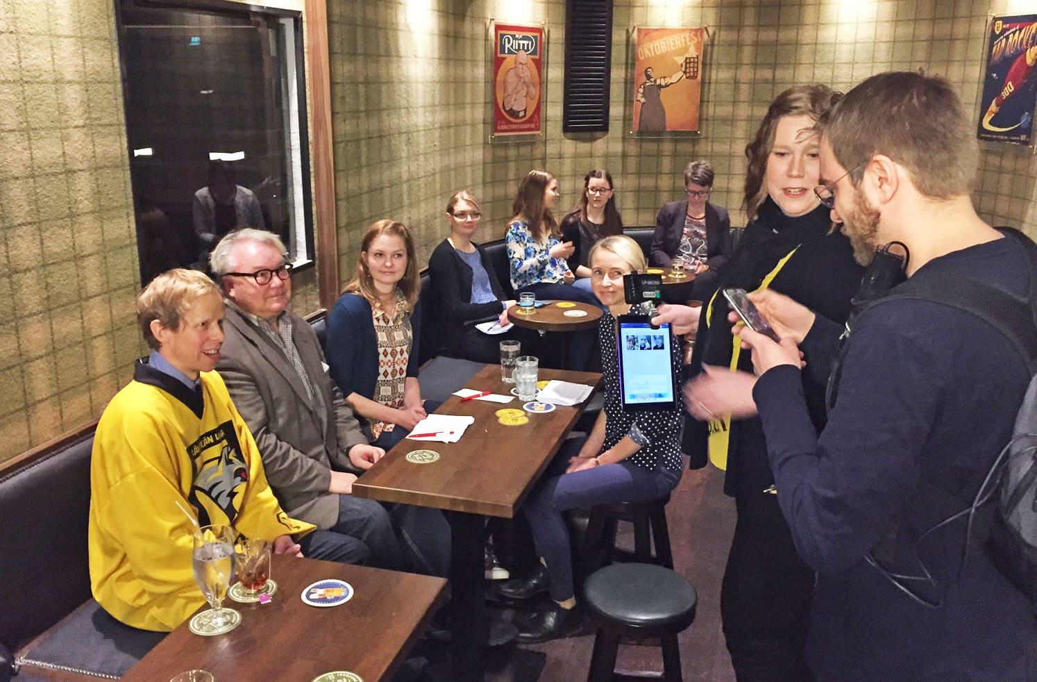 A2-illan panelisteja olivat mm. Timo Perälä (vas.), Jussi Tukiainen, Tiina Kolehmainen ja Minna Ruokangas. Nettilähetystä tekivät mm. Hanna Juopperi ja Jarno Tahvanainen.