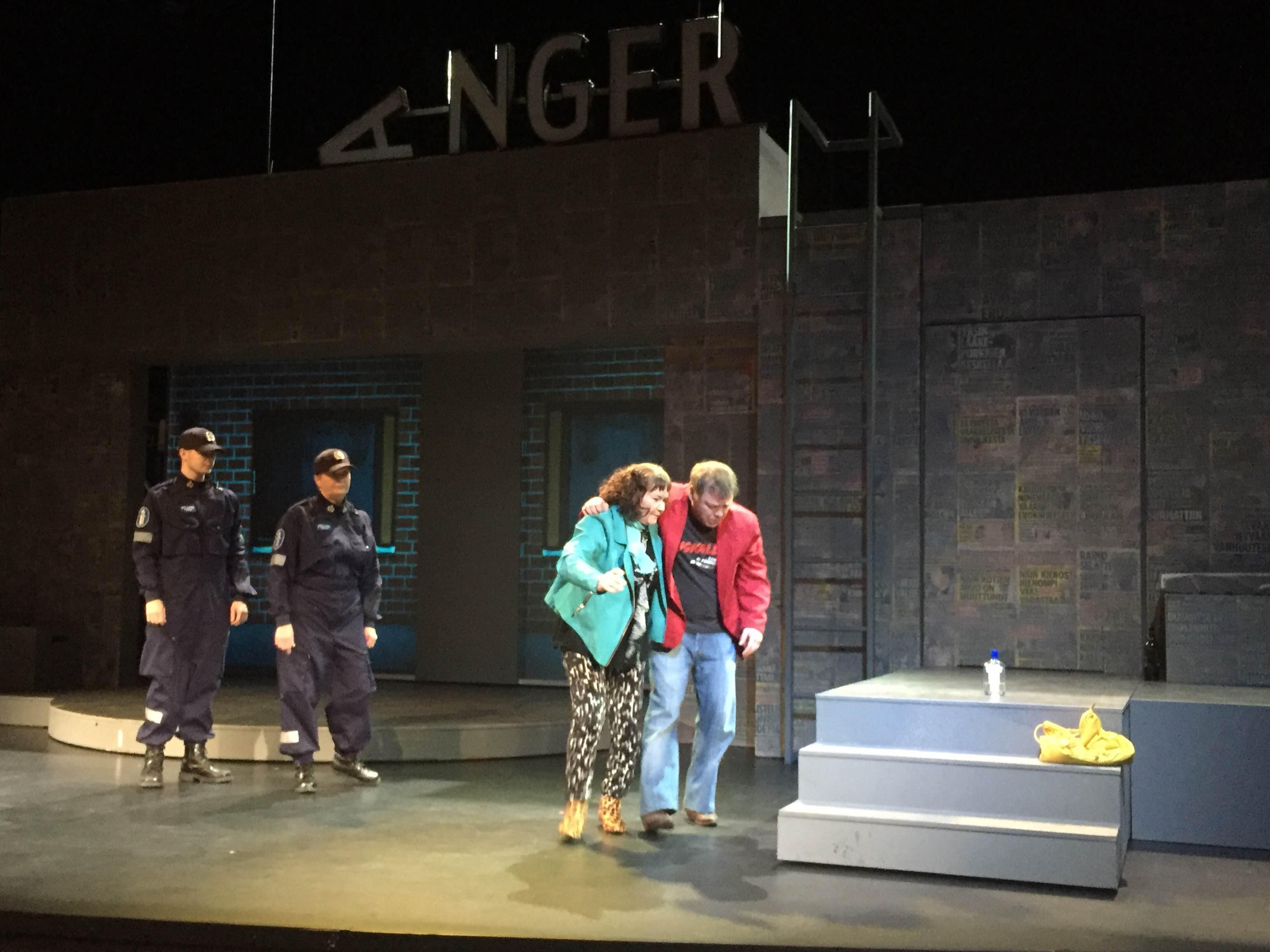 Popula-näytelmä Kemin kaupungin teatterissa.