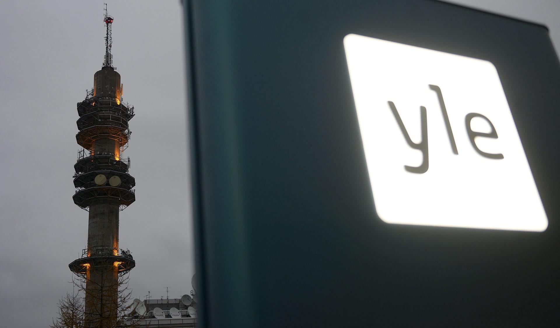 Ylen logo ja linkkitorni Pasilassa.