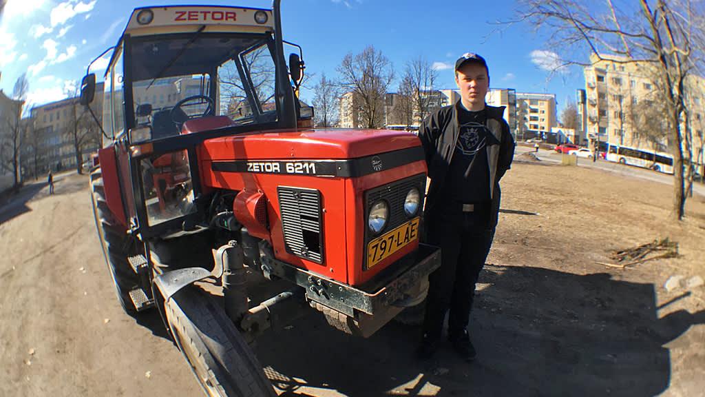 Einari Laihanen ja traktori
