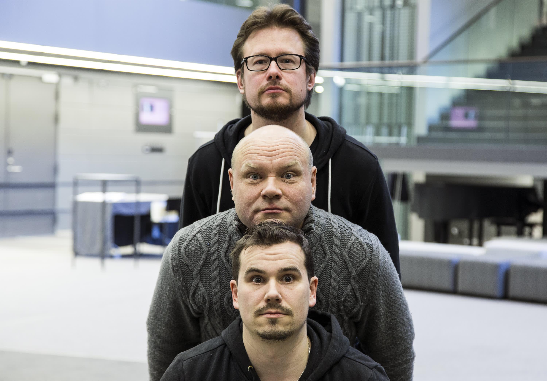 The Fabulous Bäckström Brothers. Petri Bäckström (kesk.), Jouni Bäckström (alhaalla), Jukka Nykänen.