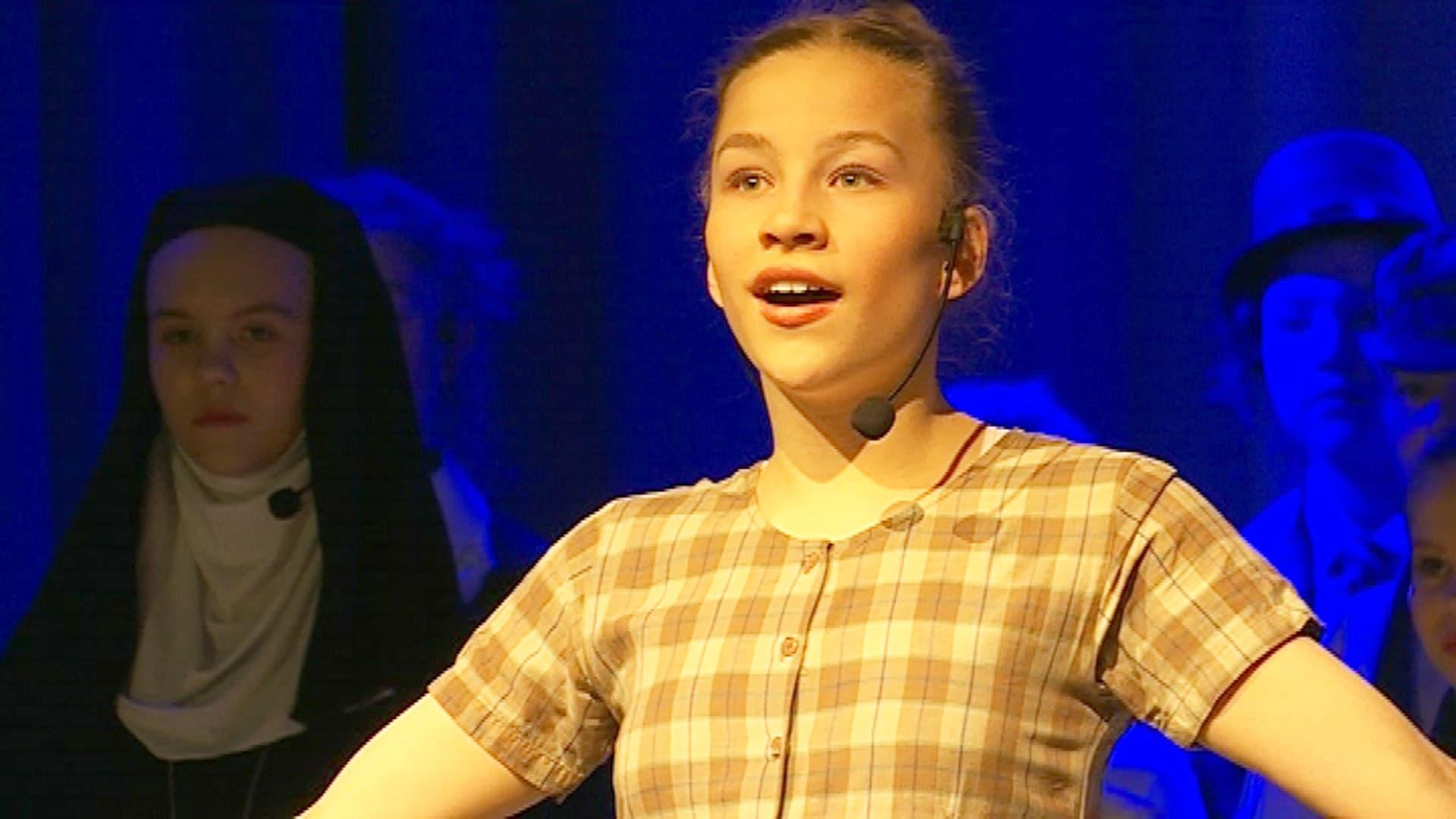 sound of music -näytelmässä laulaa Saana Kaltio