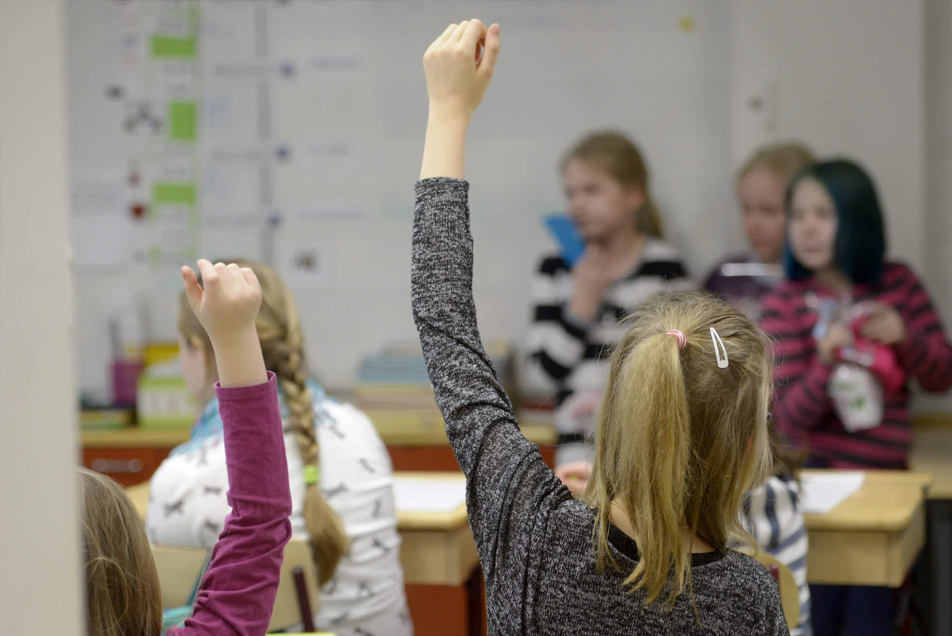 Oppilaita Mikkolan koululla Vantaalla.