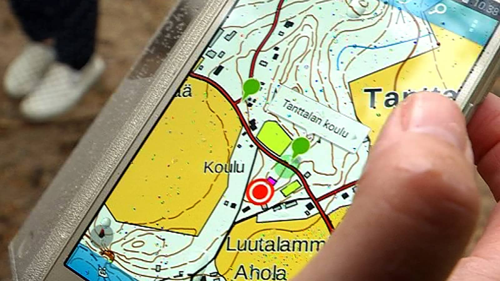 Lähikuvassa puhelinsovellus mobiilireitin kohteista Janakkalan Tanttalassa