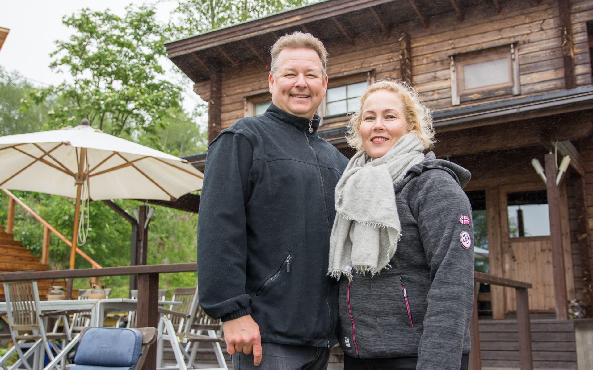 Heidi Jaara ja Juha Jaara mökillään Paltamossa Melalahdessa.