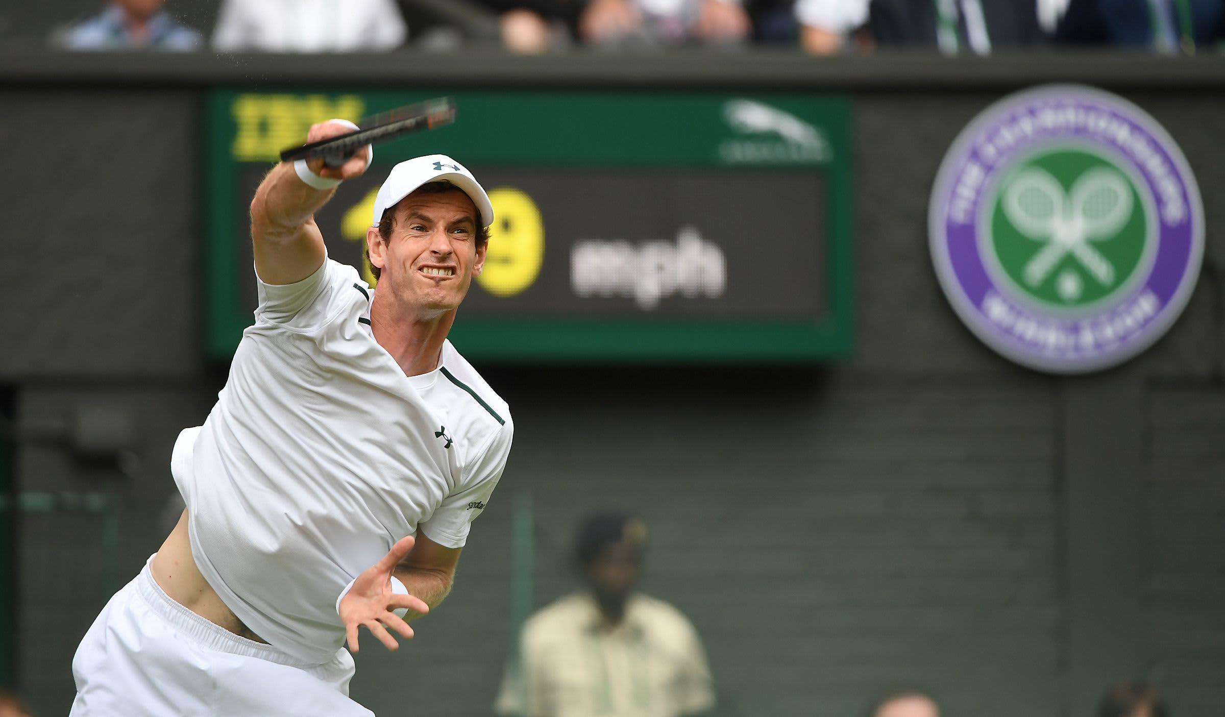 Andy Murray Wimbledonin ensimmäisen kierroksen ottelussa.