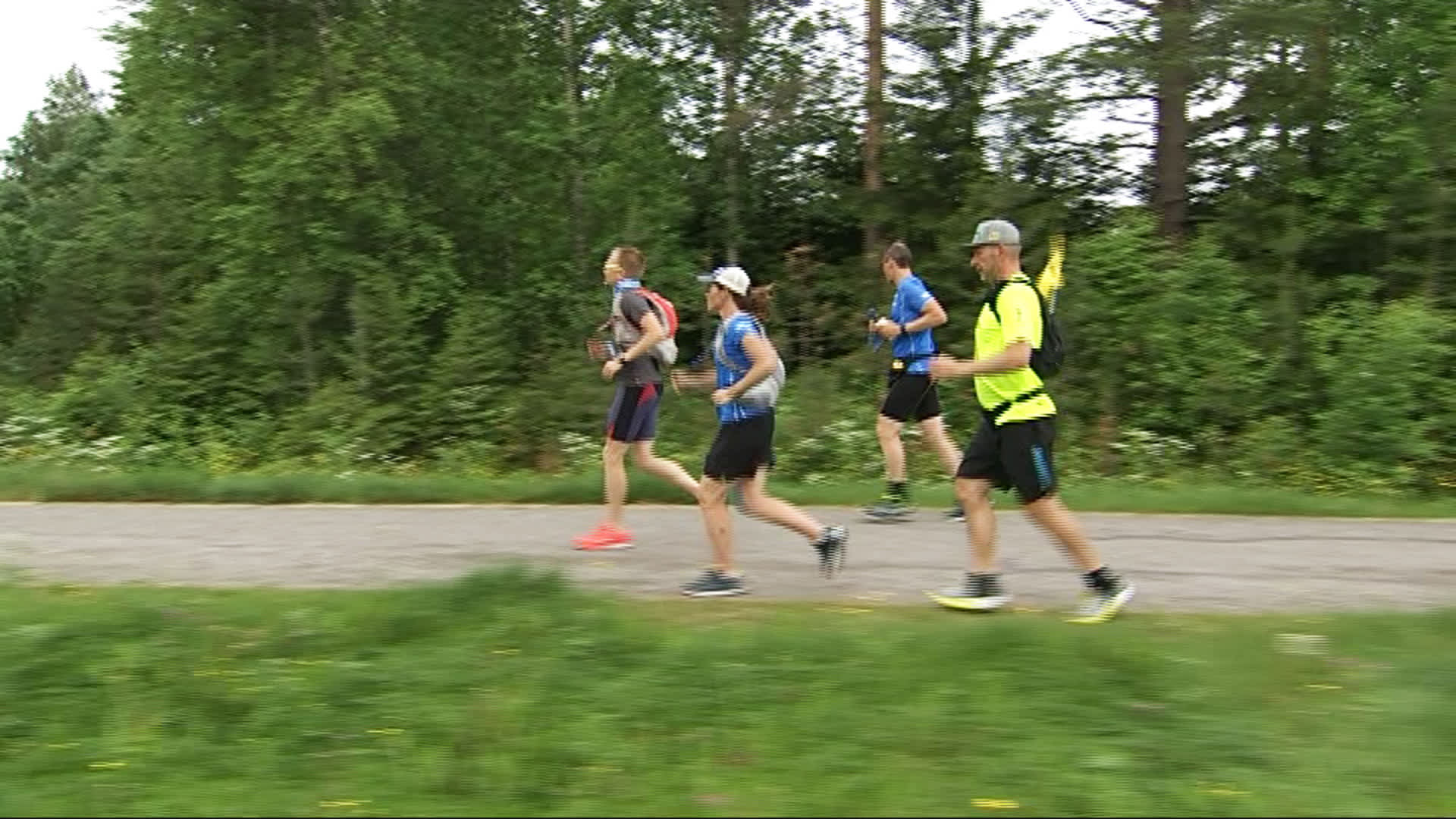 Suomi 100 -juoksijoita Rovaniemellä matkalla kohti Helsinkiä.