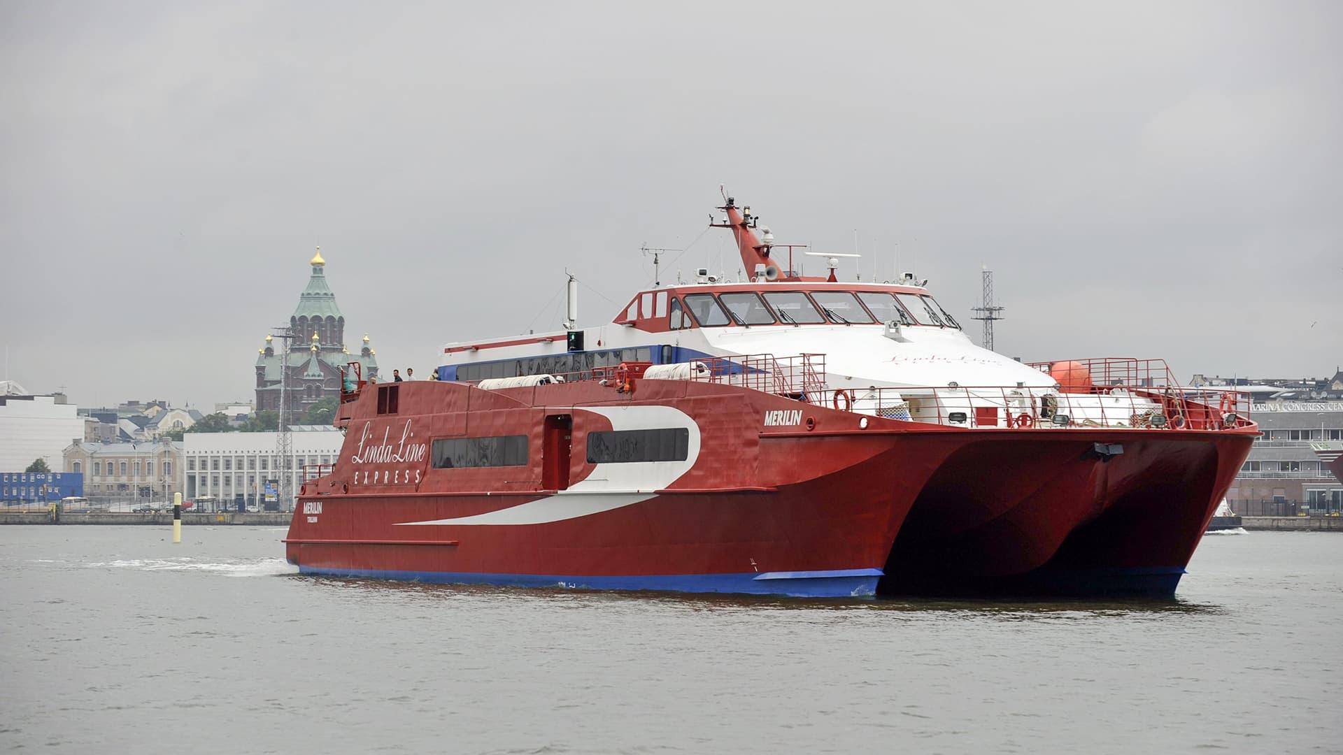 Linda Linen Merilin-alus Helsingin Eteläsatamassa 7. elokuuta 2012.