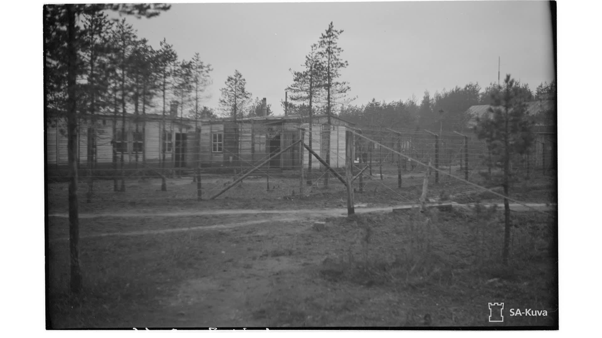 Yleiskuva jatkosodan aikana Kemin Ajoksessa olleesta sotavankileiri yhdeksästä.