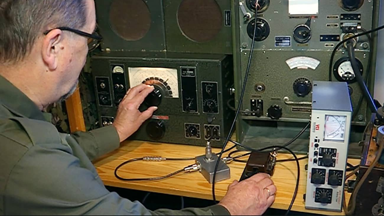 Kari Syrjänen ja vanha sotilasradio