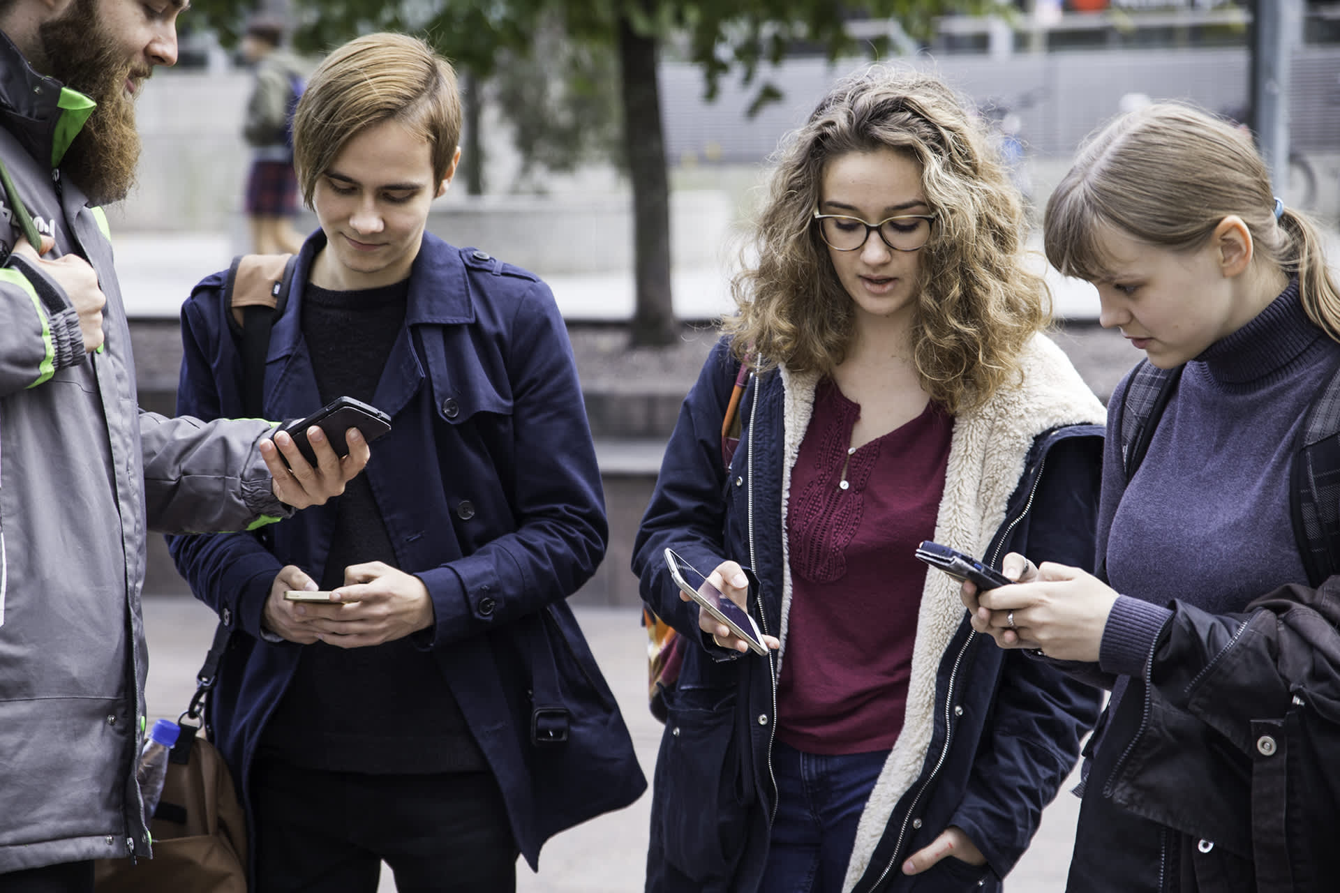 Kännykät ovat jatkuvasti läsnä nuorten elämässä.