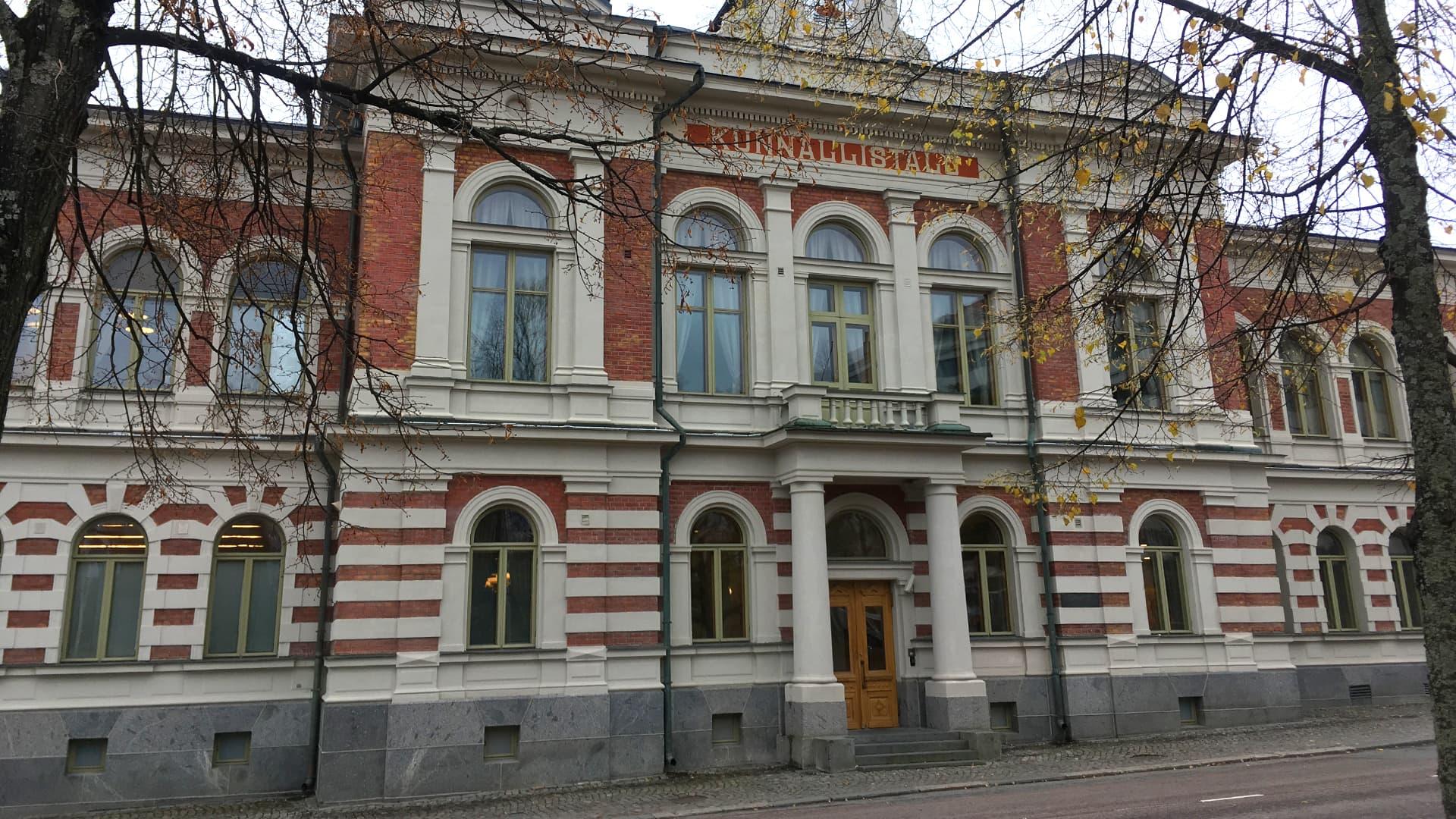 Jyväskylän kaupungintalo eli kunnallistalo.