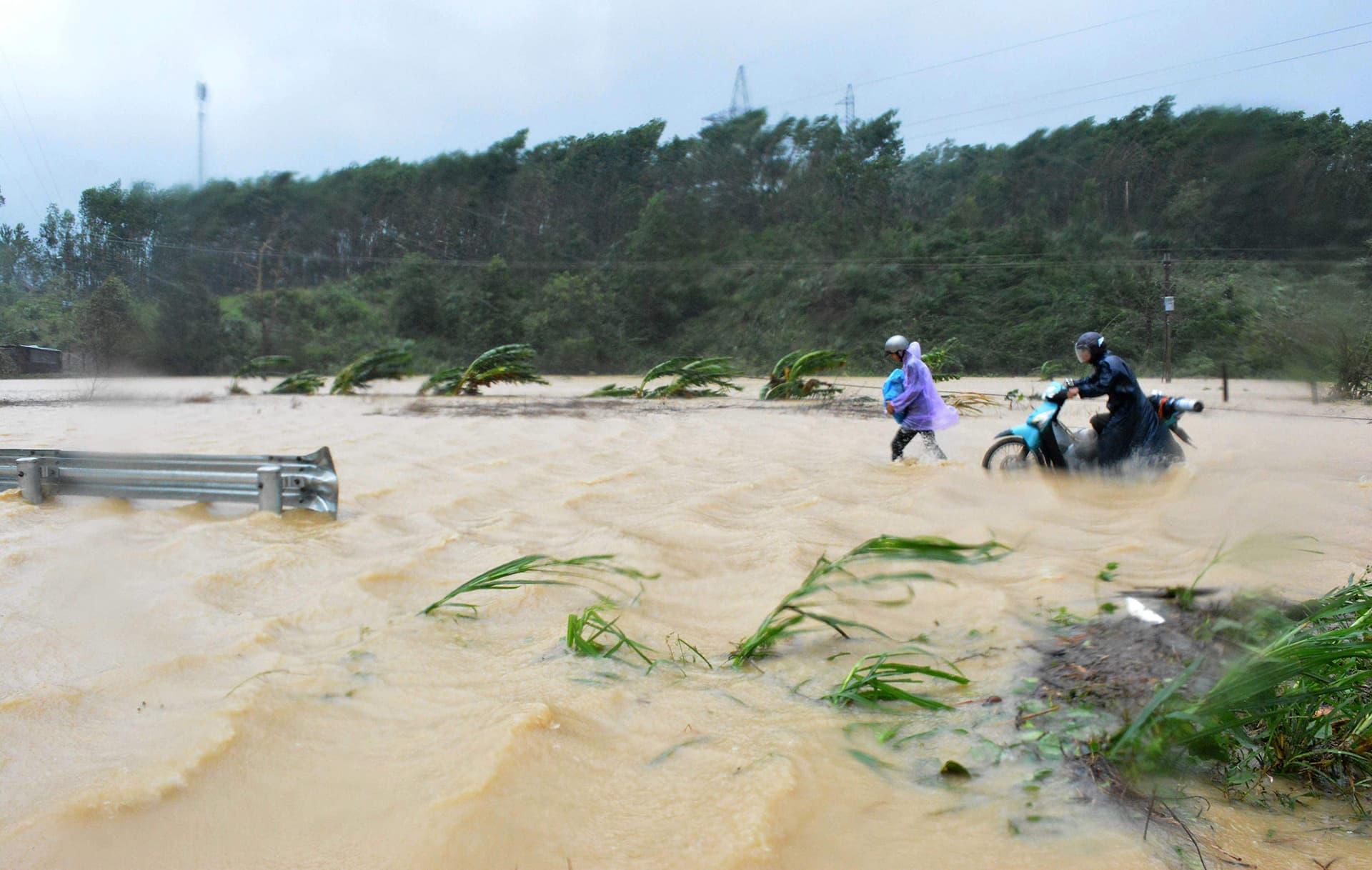 Taifuuni Damreyn nostattamaa tulvavettä Dak Lakissa 4. marraskuuta.