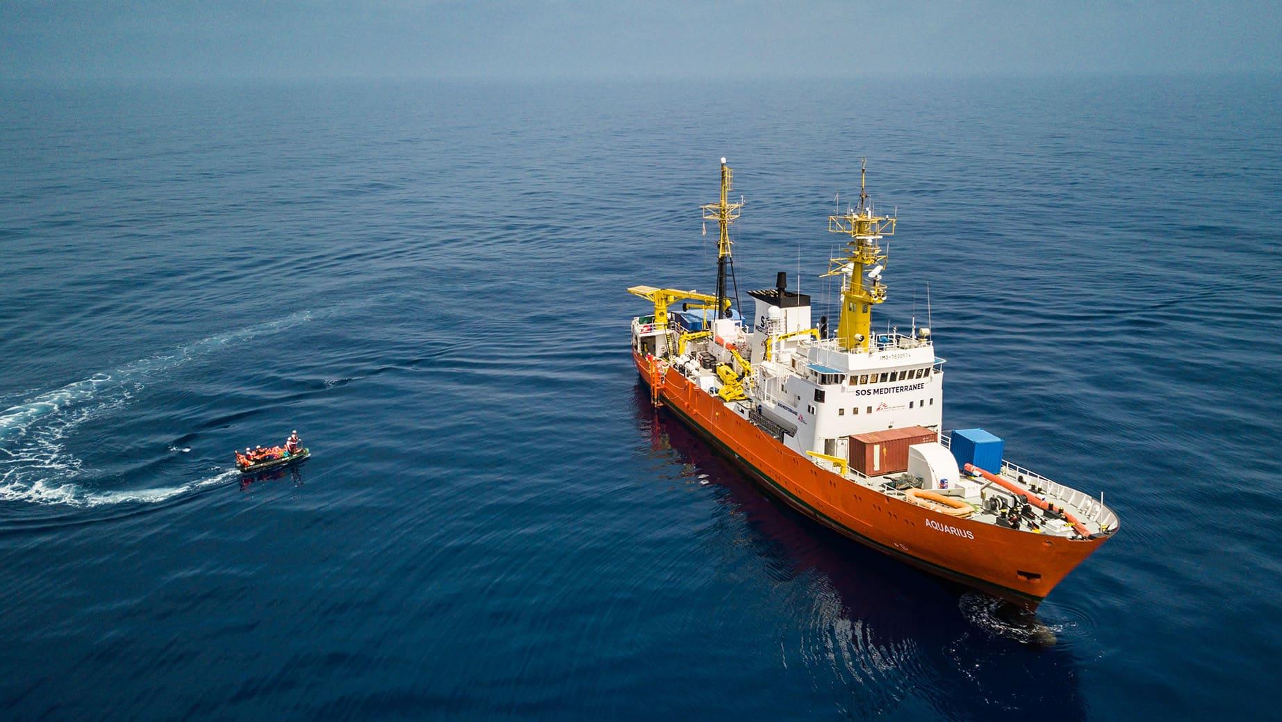 Aquarius -alus Libyan rannikolla pelastustoimissa huhtikuussa 2018.
