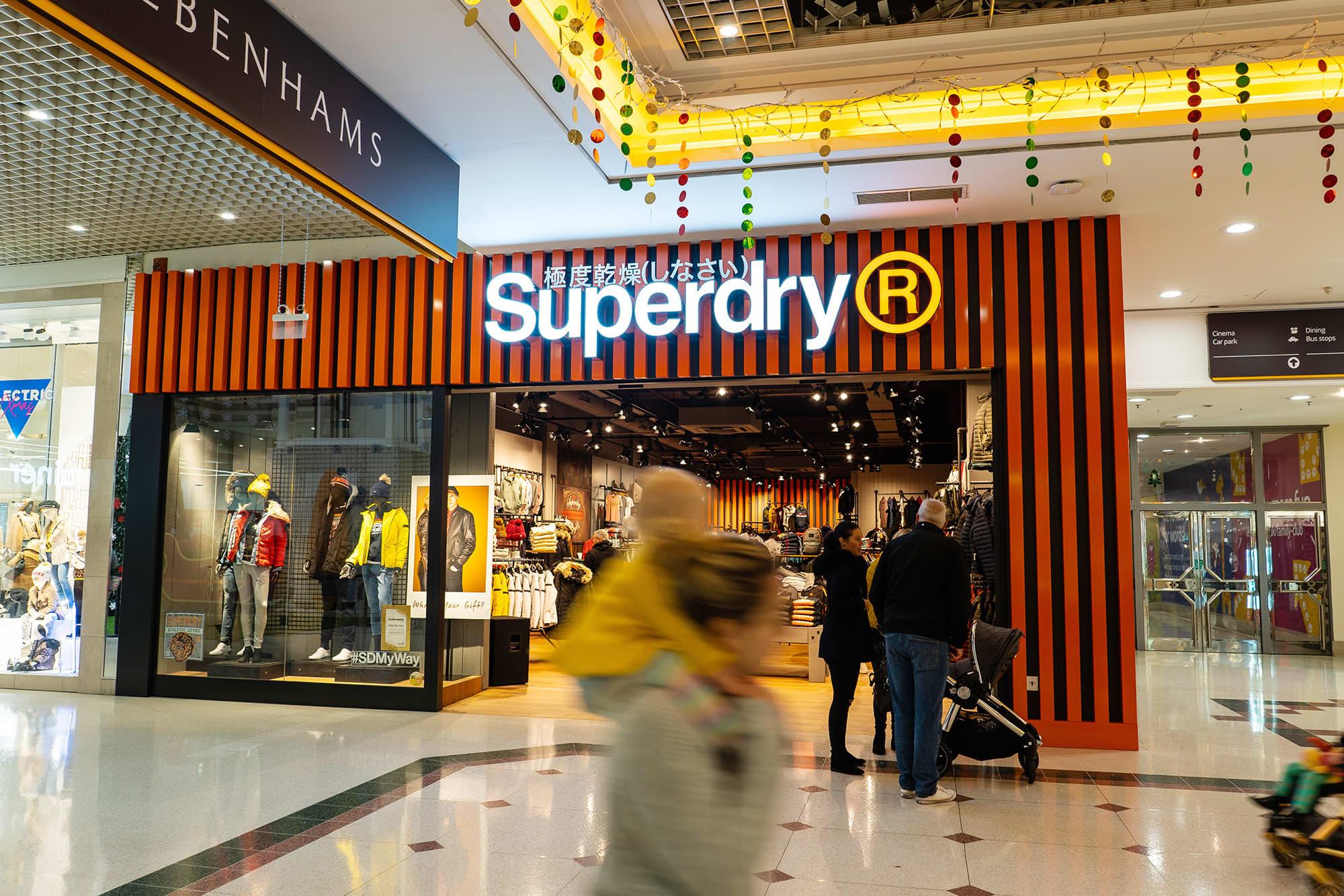 Brittiläisen Superdry vaateketjun kauppa Hanleyssa.