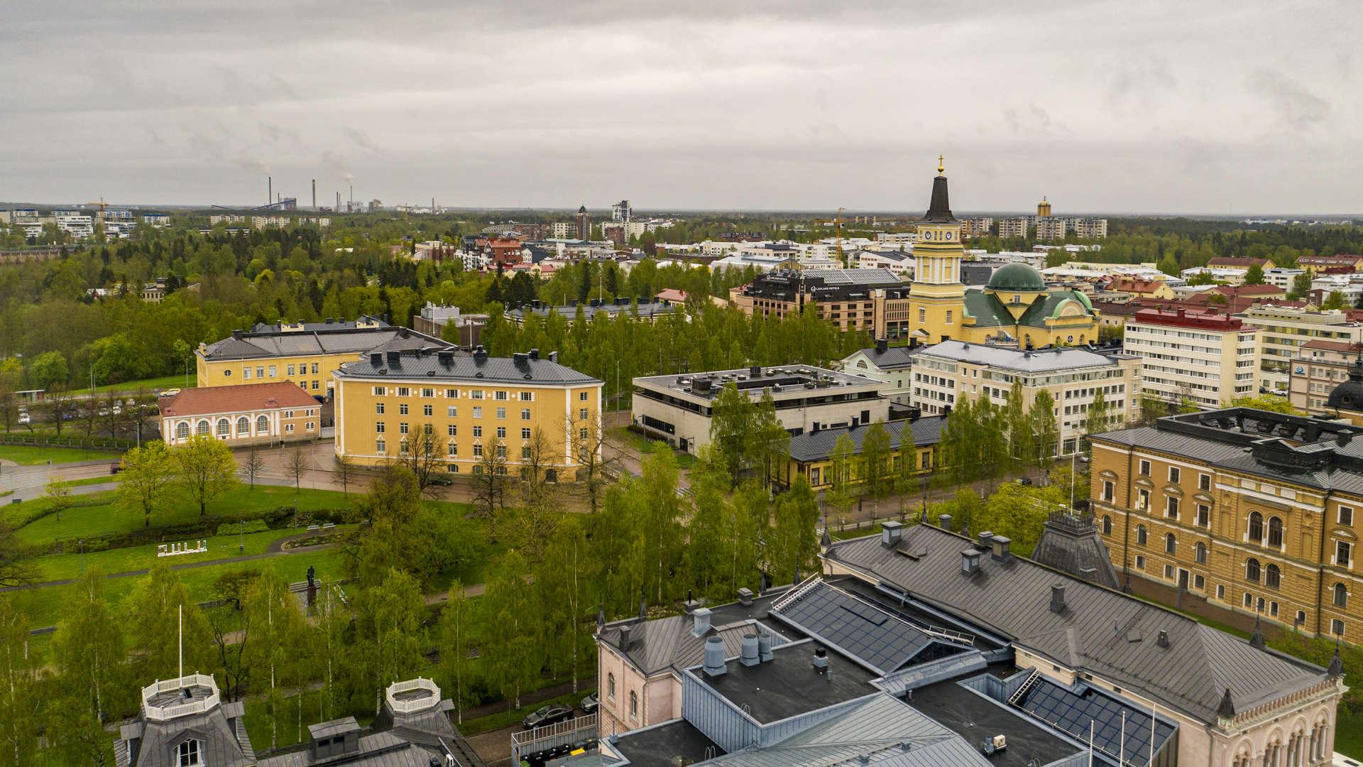 Oulun kaupunkia droonista kuvattuna.