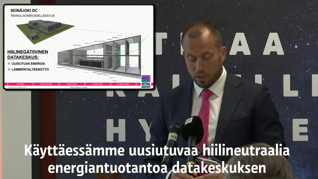 Mikko Aho tiedotustilaisuudessa