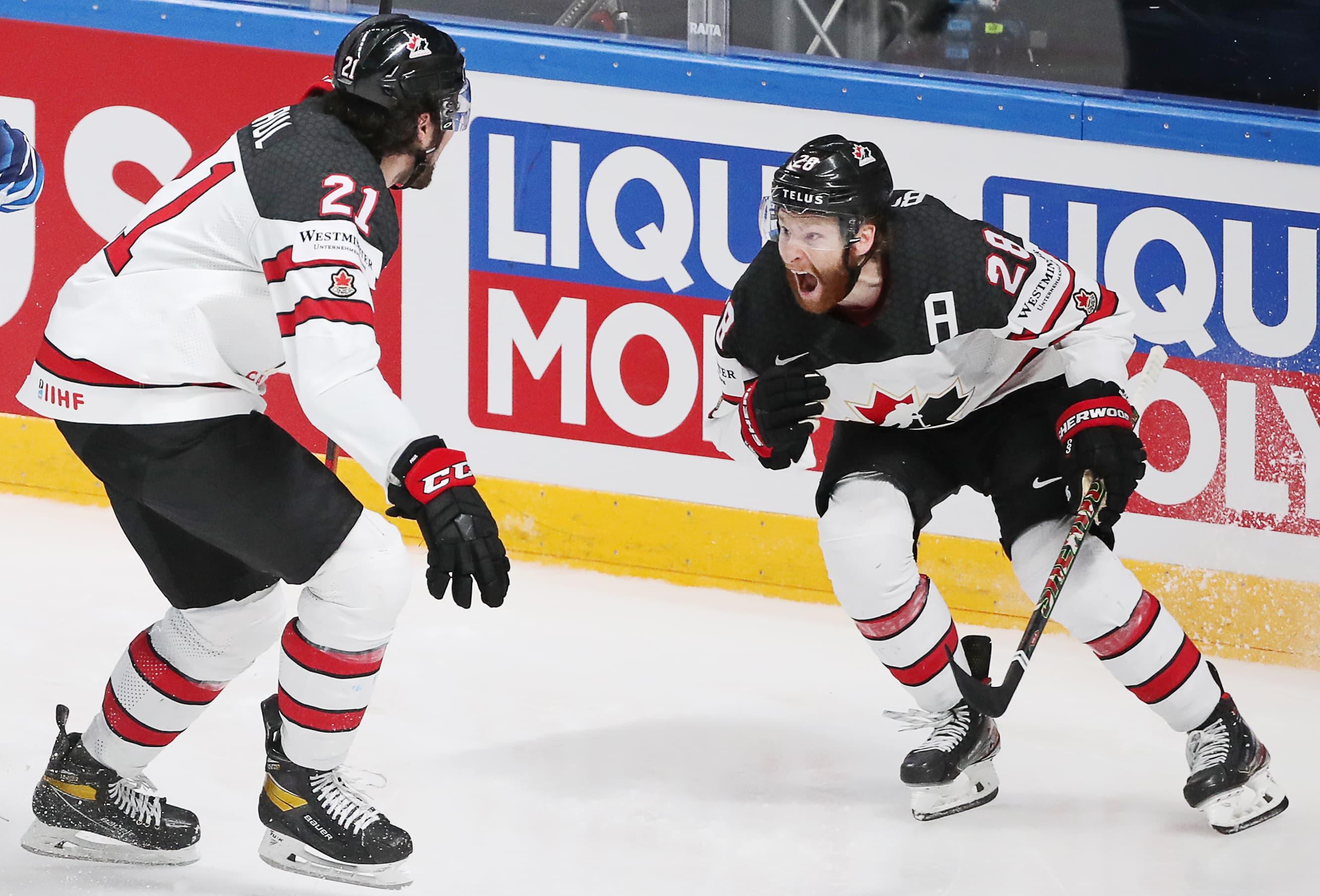 Kanadalaishyökkääjät Nick Paul ja Connor Brown riehaantuivat, kun kaksikko oli viimeistellyt jatkoajalla MM-kullan ratkaisseen äkkikuolemaosuman.
