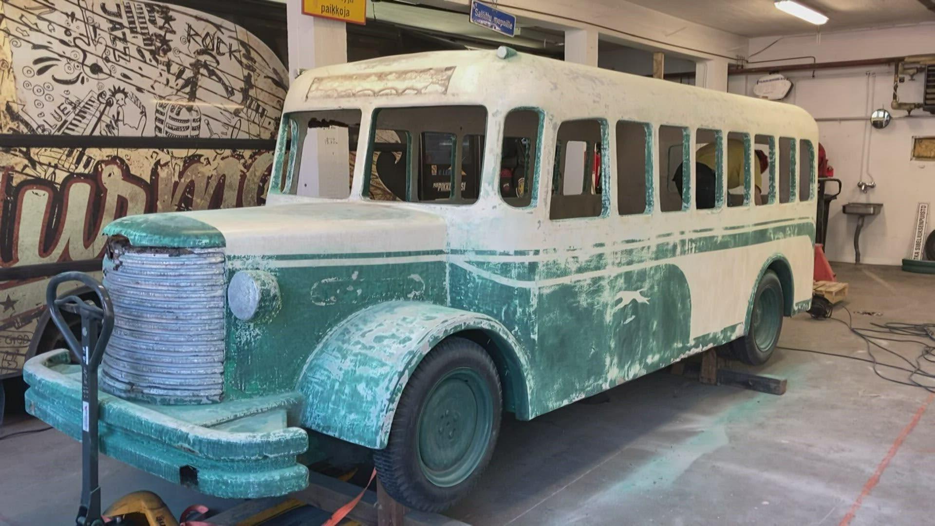 Suositun leikkibussin kunnostus alkoi Kotkassa