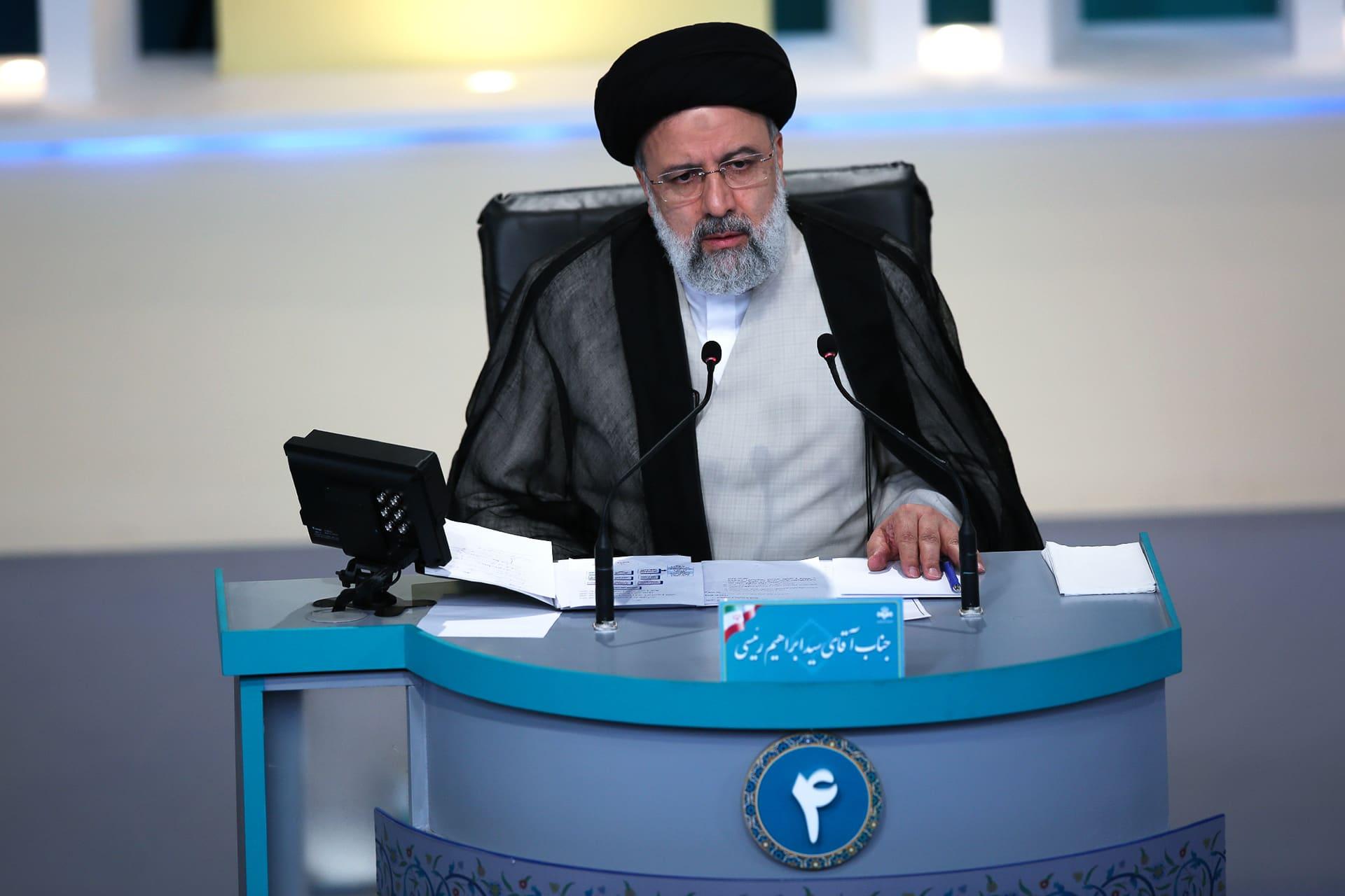 Ebrahim Raisi tv-väittelyssä.