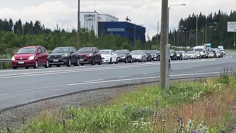 Liikenne jumiutui pahoin valtatie 9:llä onnettomuuden vuoksi
