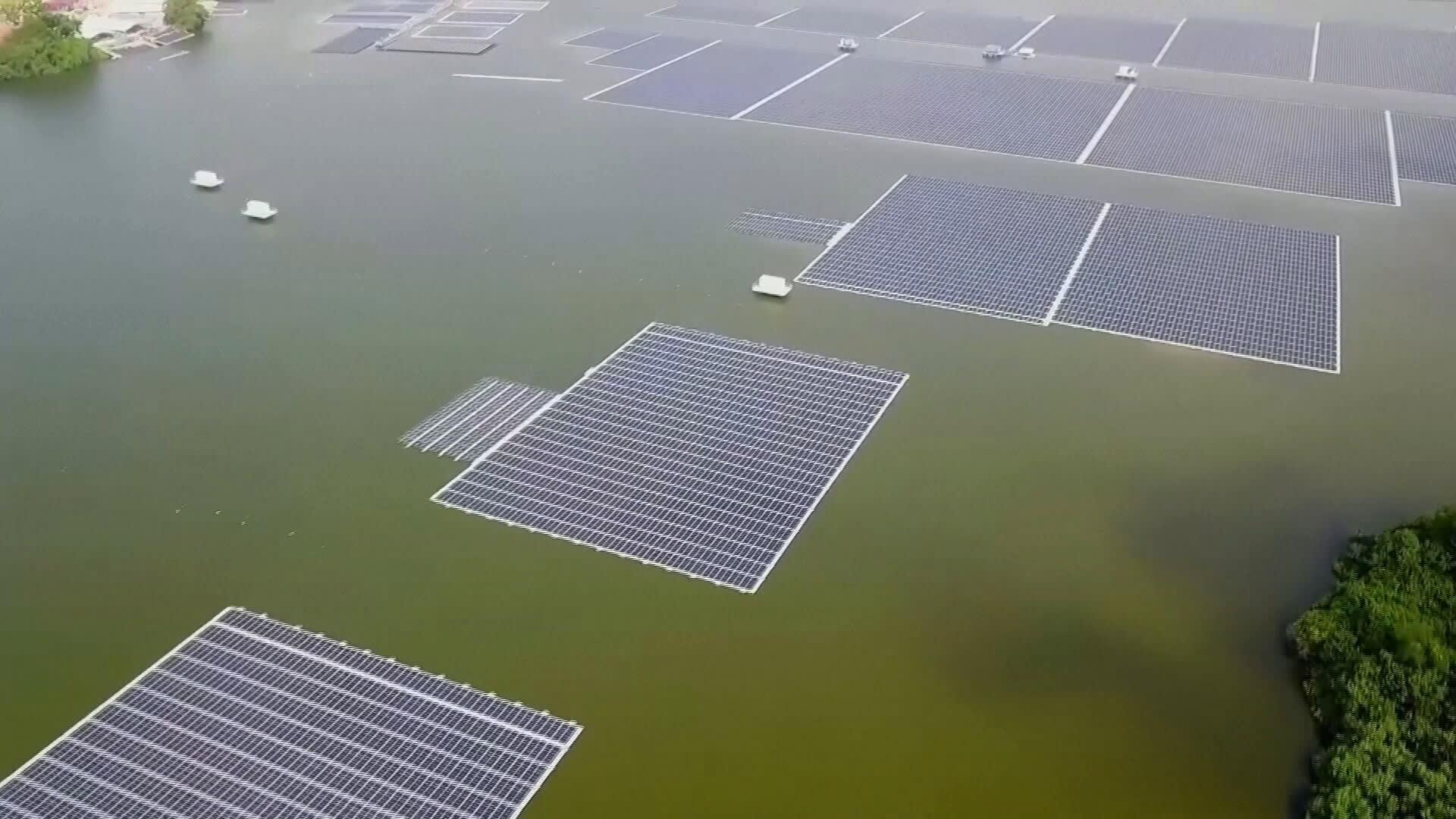 Singaporessa paljastettiin valtava kelluva aurinkovoimala