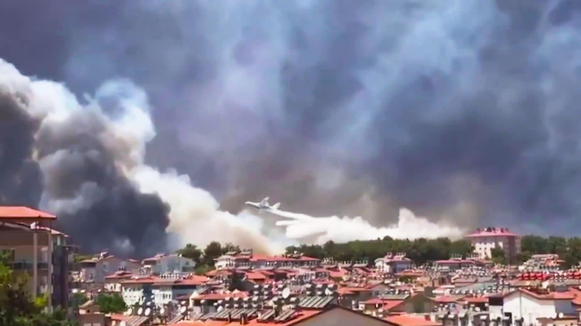 Turkkilaiskaupungin asukkaat pakenivat metsäpalon tieltä