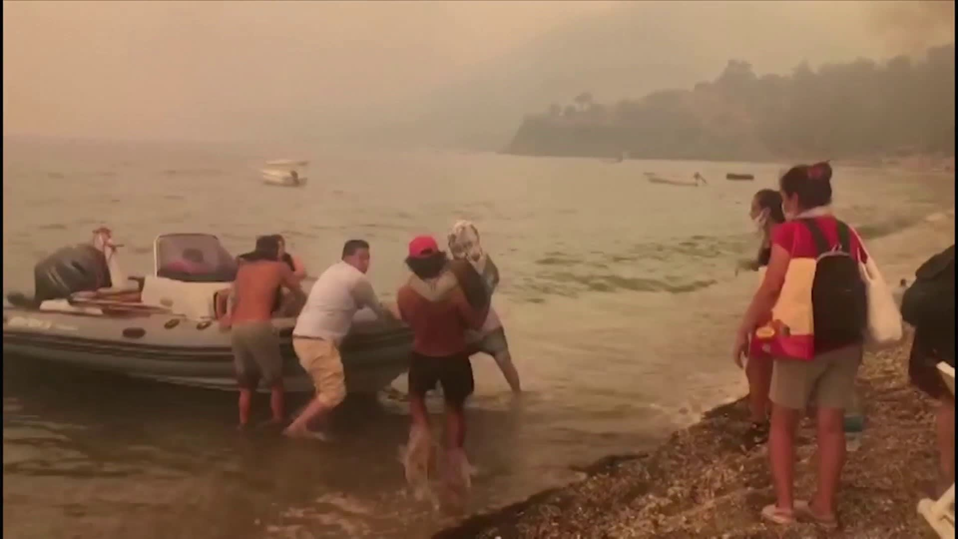 Turkissa jatketaan evakuointeja turistien suosimilla alueilla