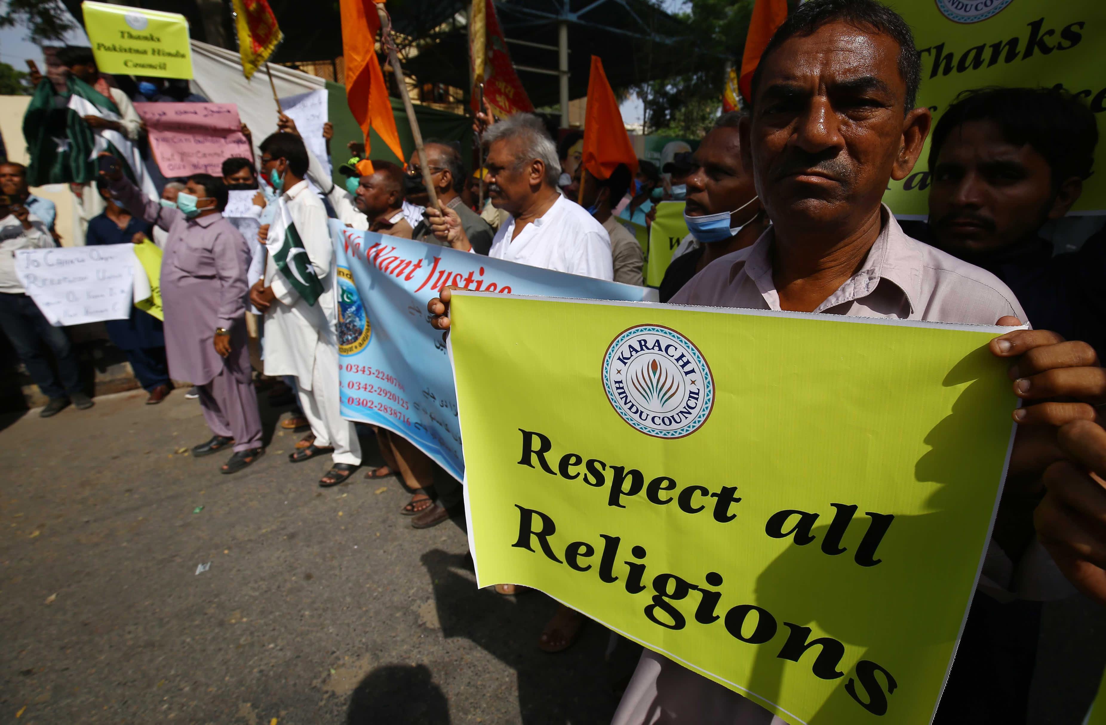 Hinduvähemmistö osoitti mieltään Rahim Yar Khanissa Pakistanissa sen jälkeen kun hindutemppeliin oli hyökätty.