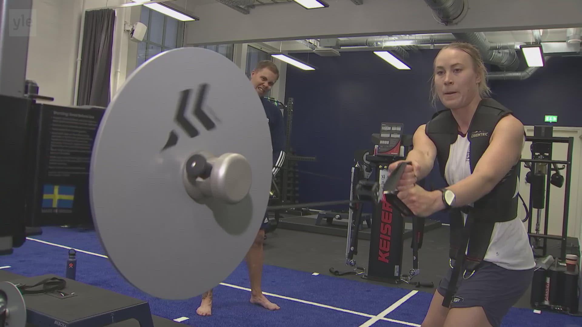 Katso, miten Enni Rukajärvi treenaa kesällä