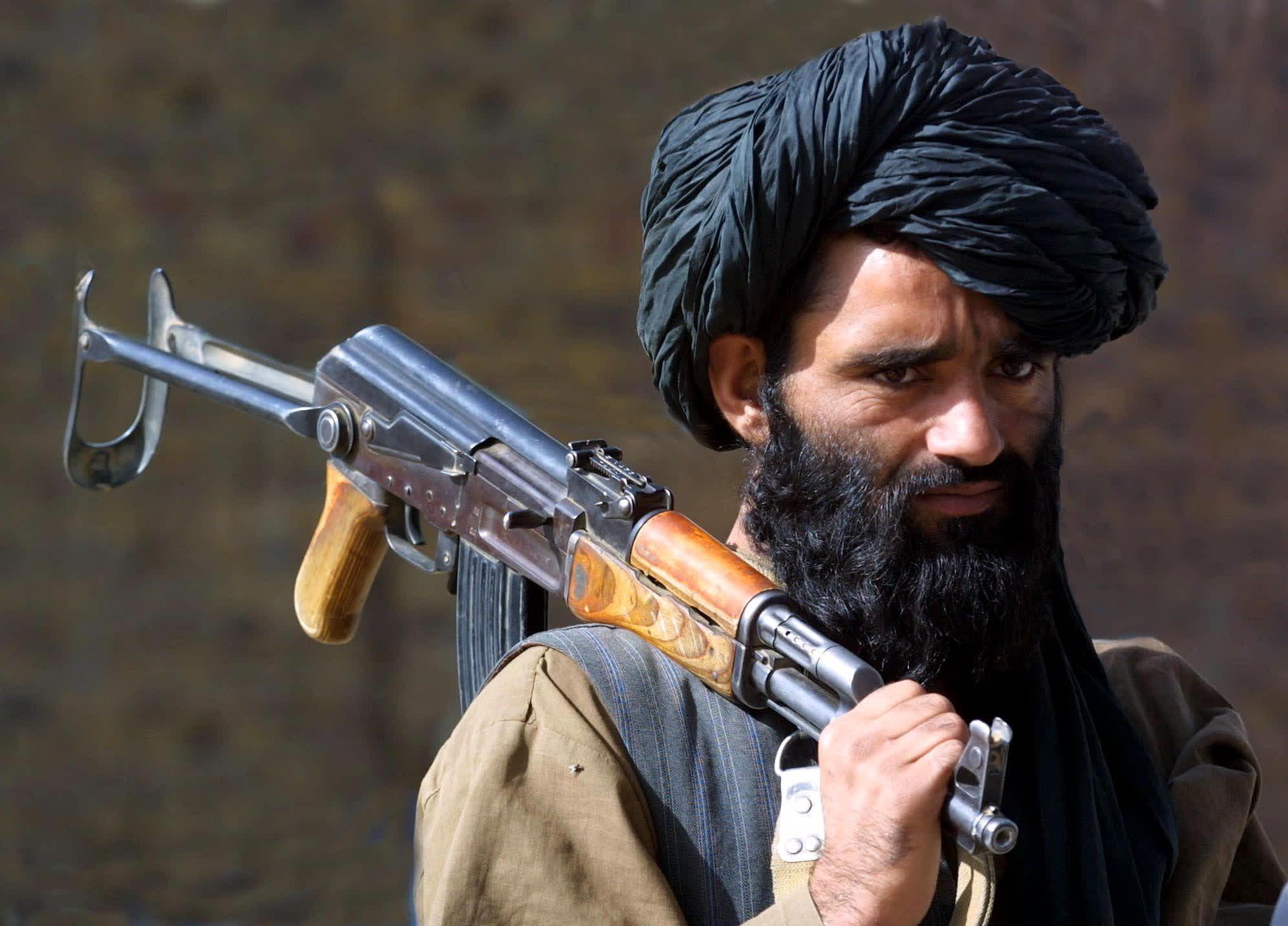 Taliban-sotilas Afganistanissa 21. marraskuuta 2001.