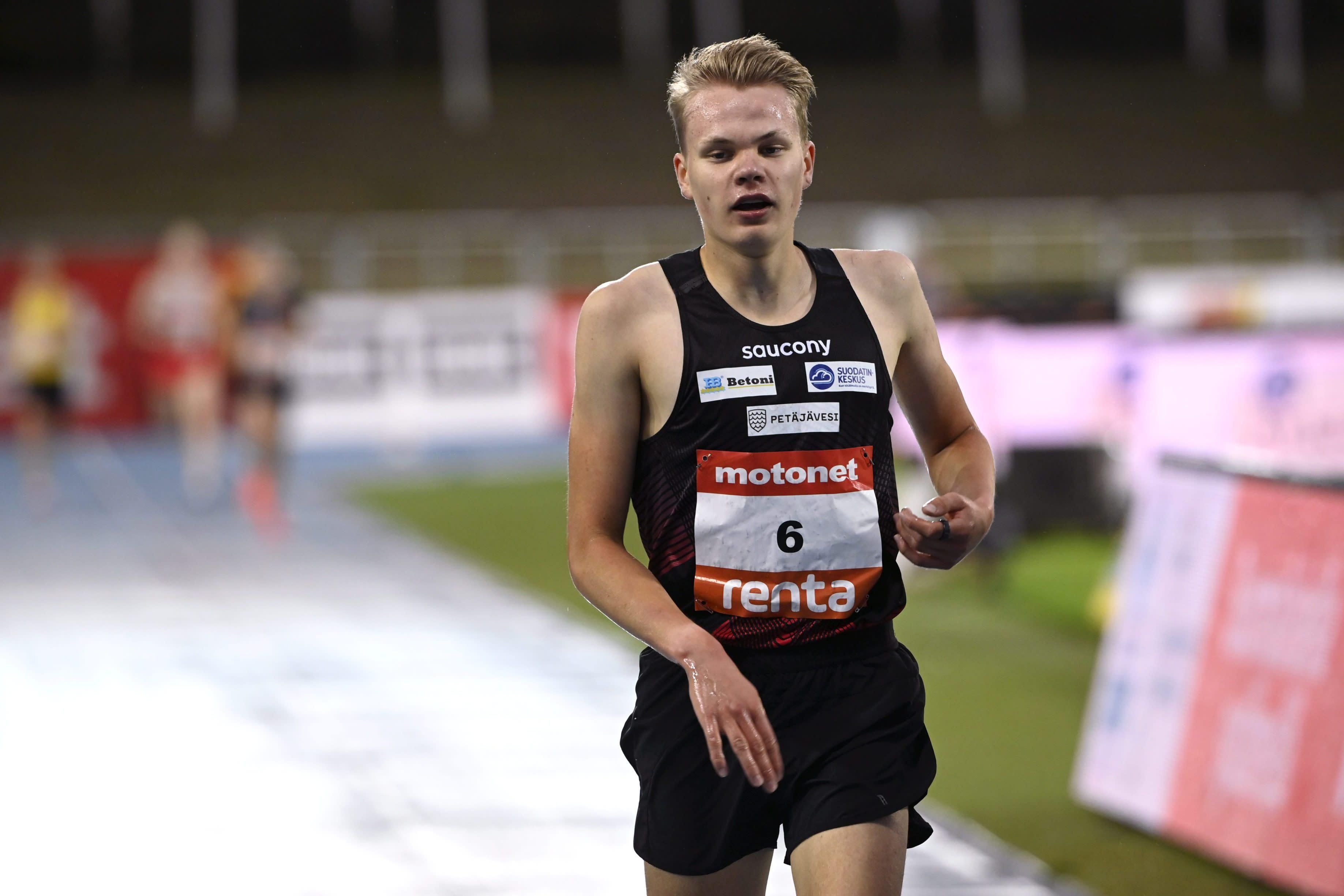 Eemil Helander miesten 3000 metrin juoksussa yleisurheilun GP-sarjan viimeisessä osakilpailussa Lahdessa 19. elokuuta 2021.