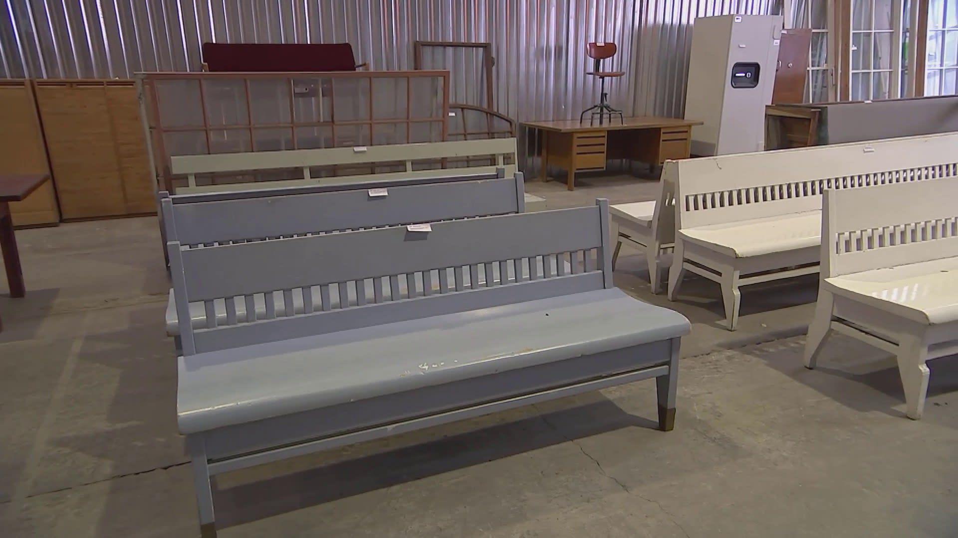 Eliel Saarisen suunnittelemaa esineistöä myytiin huutokaupassa – rautatieaseman vanhat penkit yli 100-vuotiaita