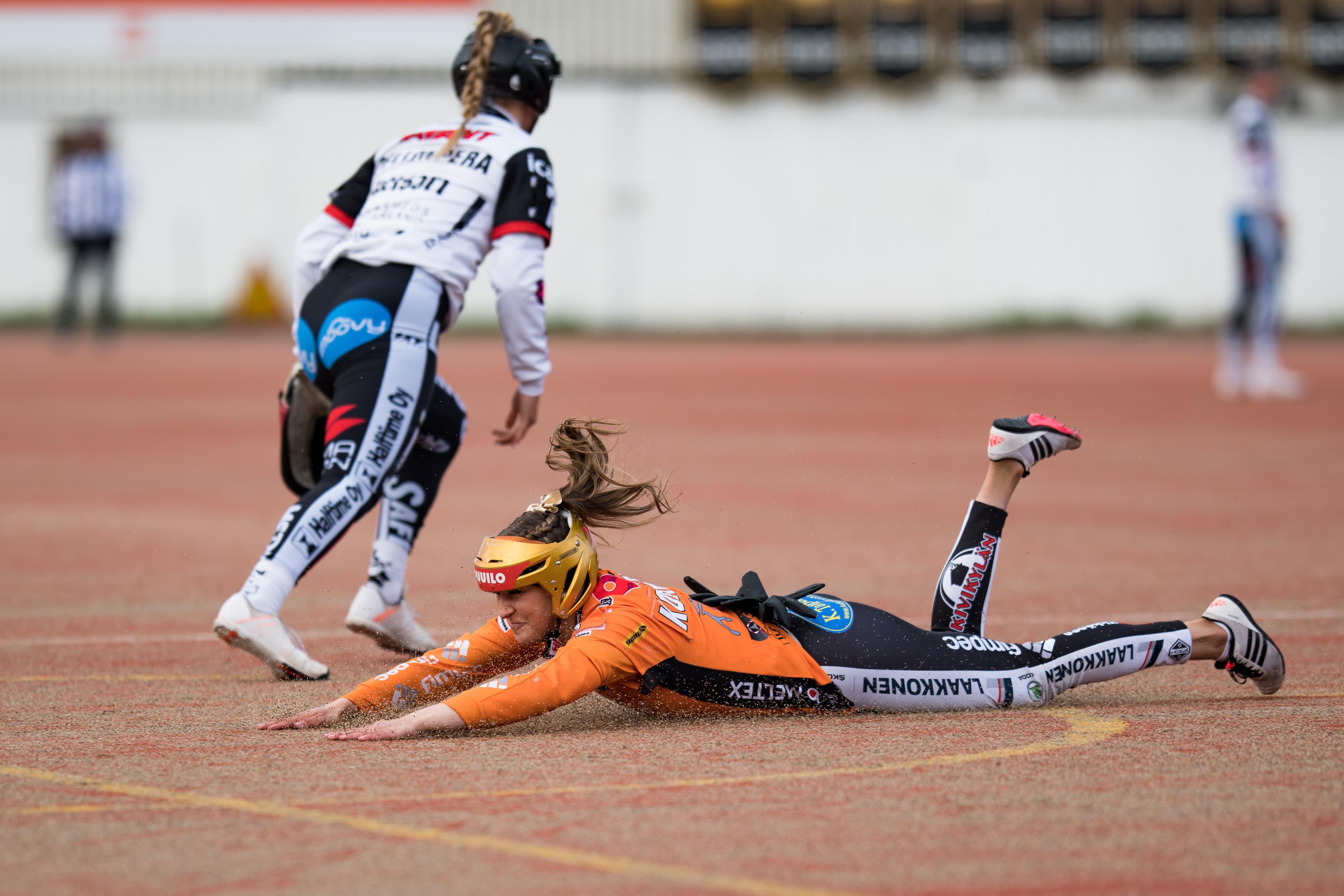 Kirittäret otti välierävoiton Manse PP:stä naisten superpesiksessä 9.9.2021. Kirittärien Ella Korpela vetäisi kunnarin.