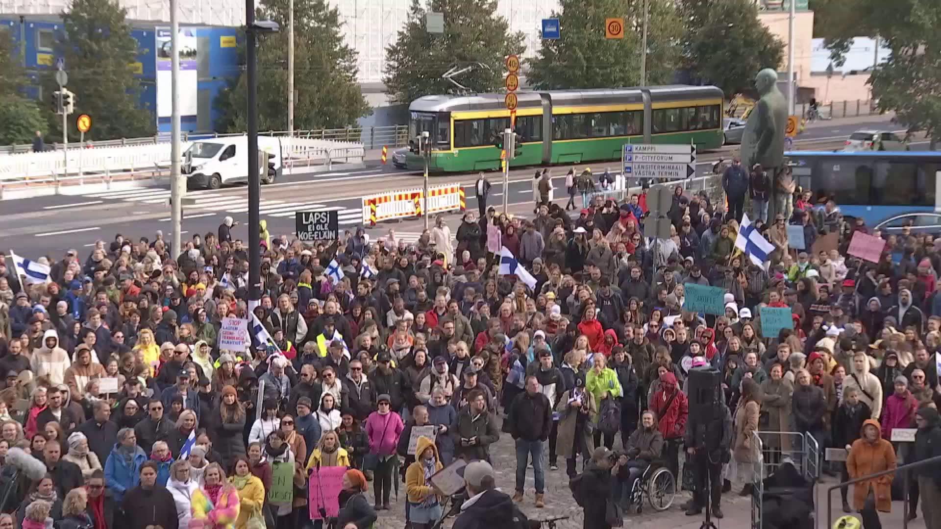 Rokotteiden vastustajien mielenosoitus