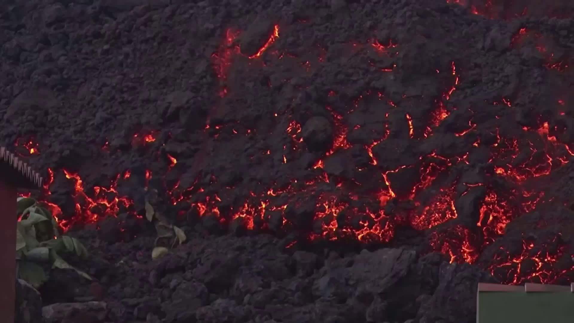 Laava tekee tuhoja La Palman saarella Espanjassa