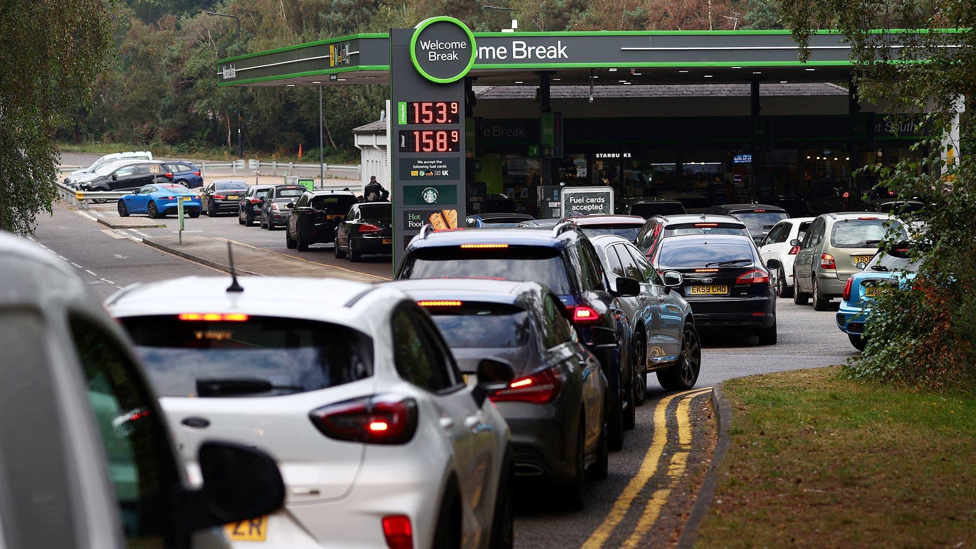 Britanniassa jonotetaan nyt bensiiniä