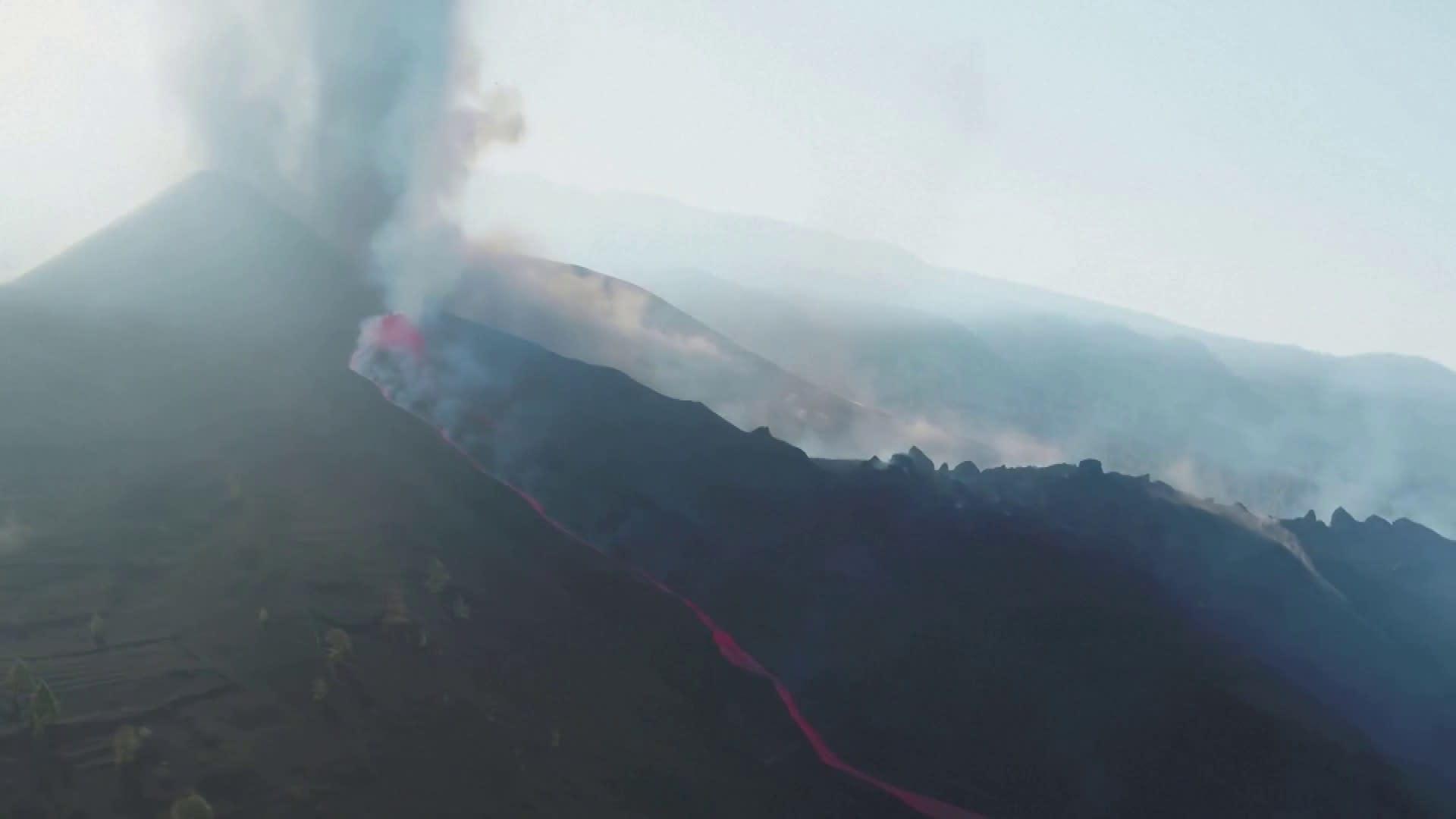 Tulivuorenpurkaus La Palmalla jatkuu - rantaa eristetty laavavirran takia