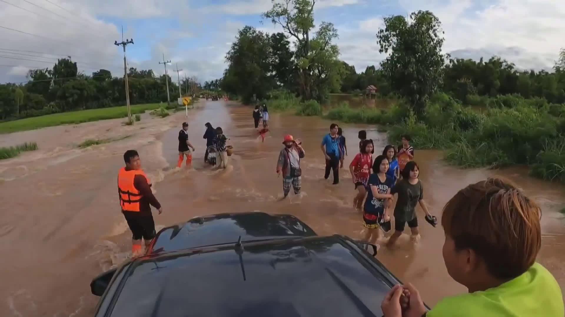 Trooppinen myrsky toi tulvia Thaimaahan