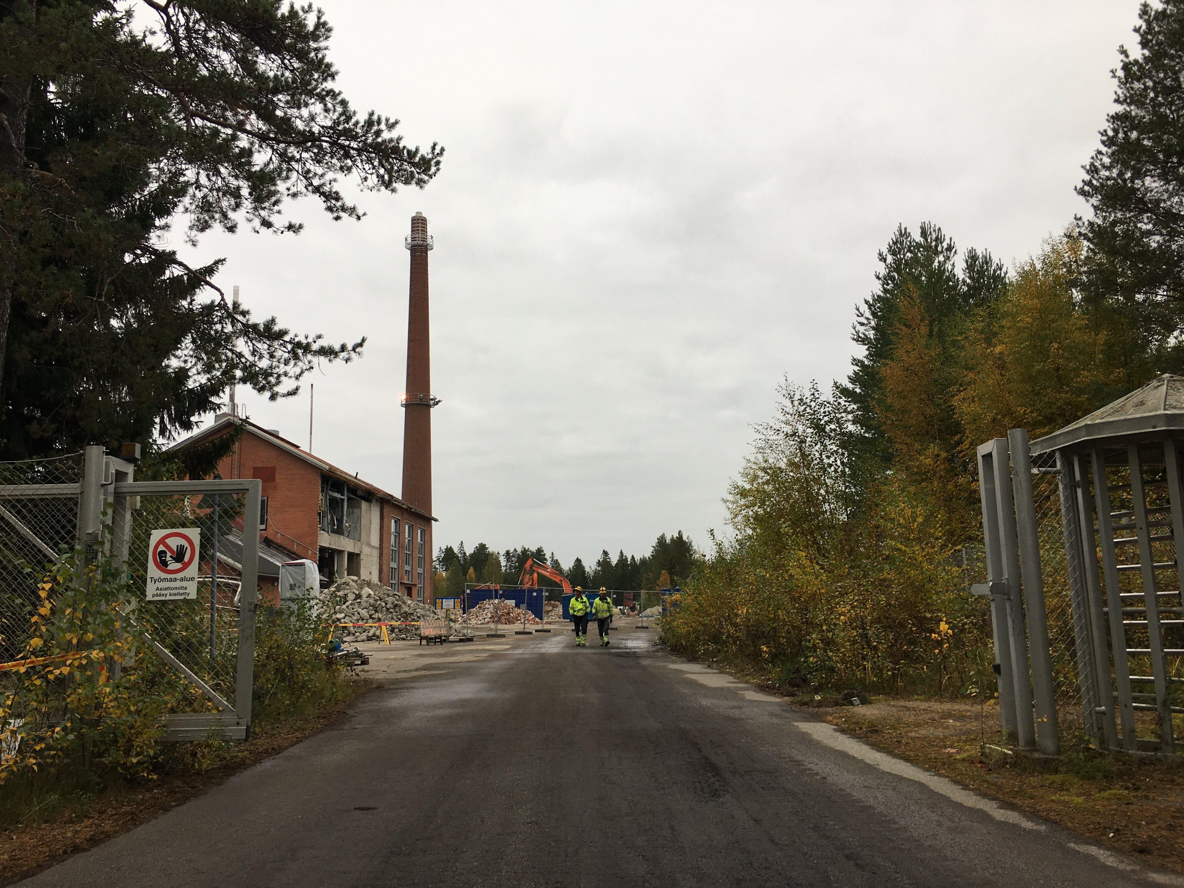 Kemiran purku-urakka Vaasan tehdasalueella etenee