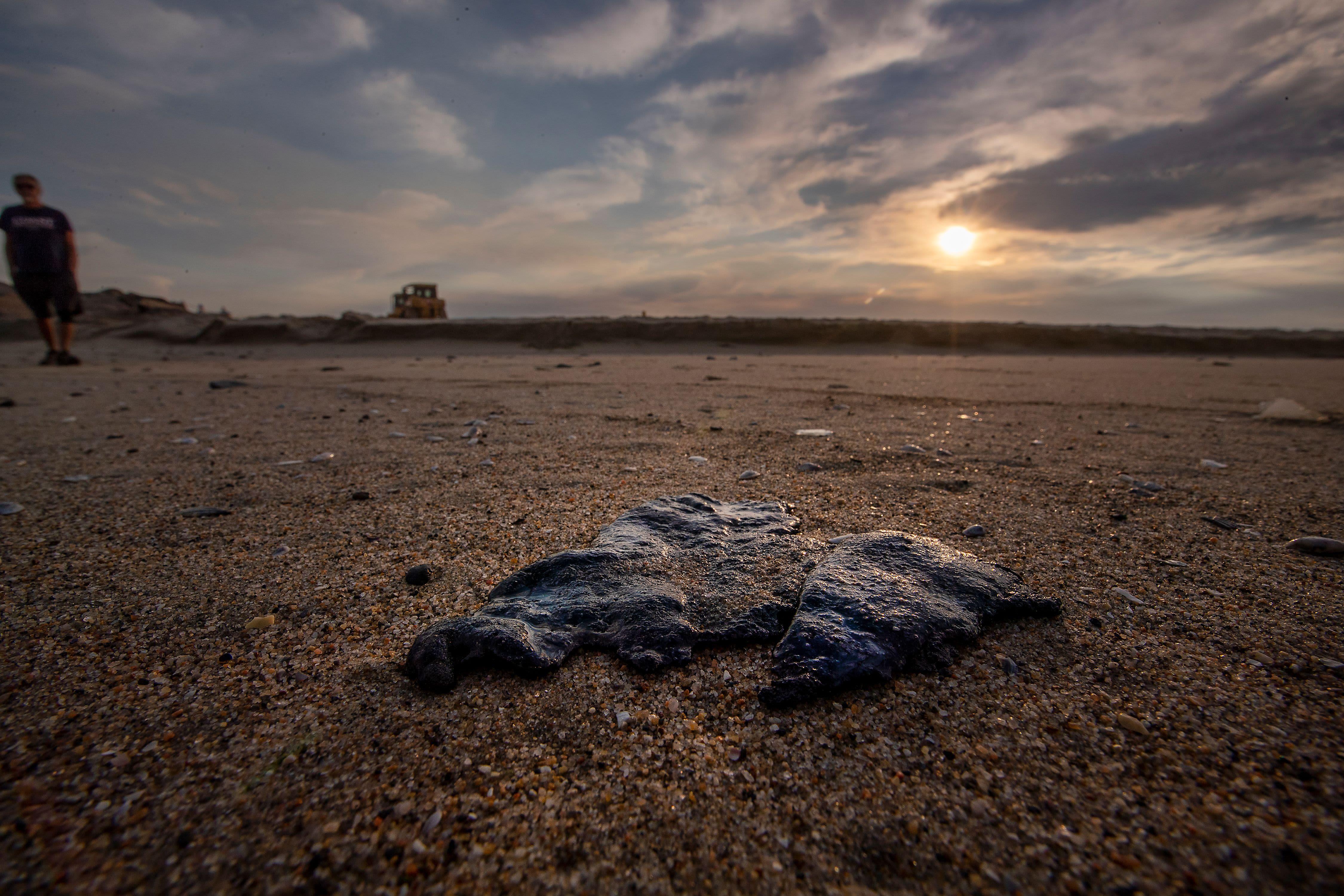 Öljy on saastuttanut Kalifornian rannikkoa 37 kilometrin matkalta.