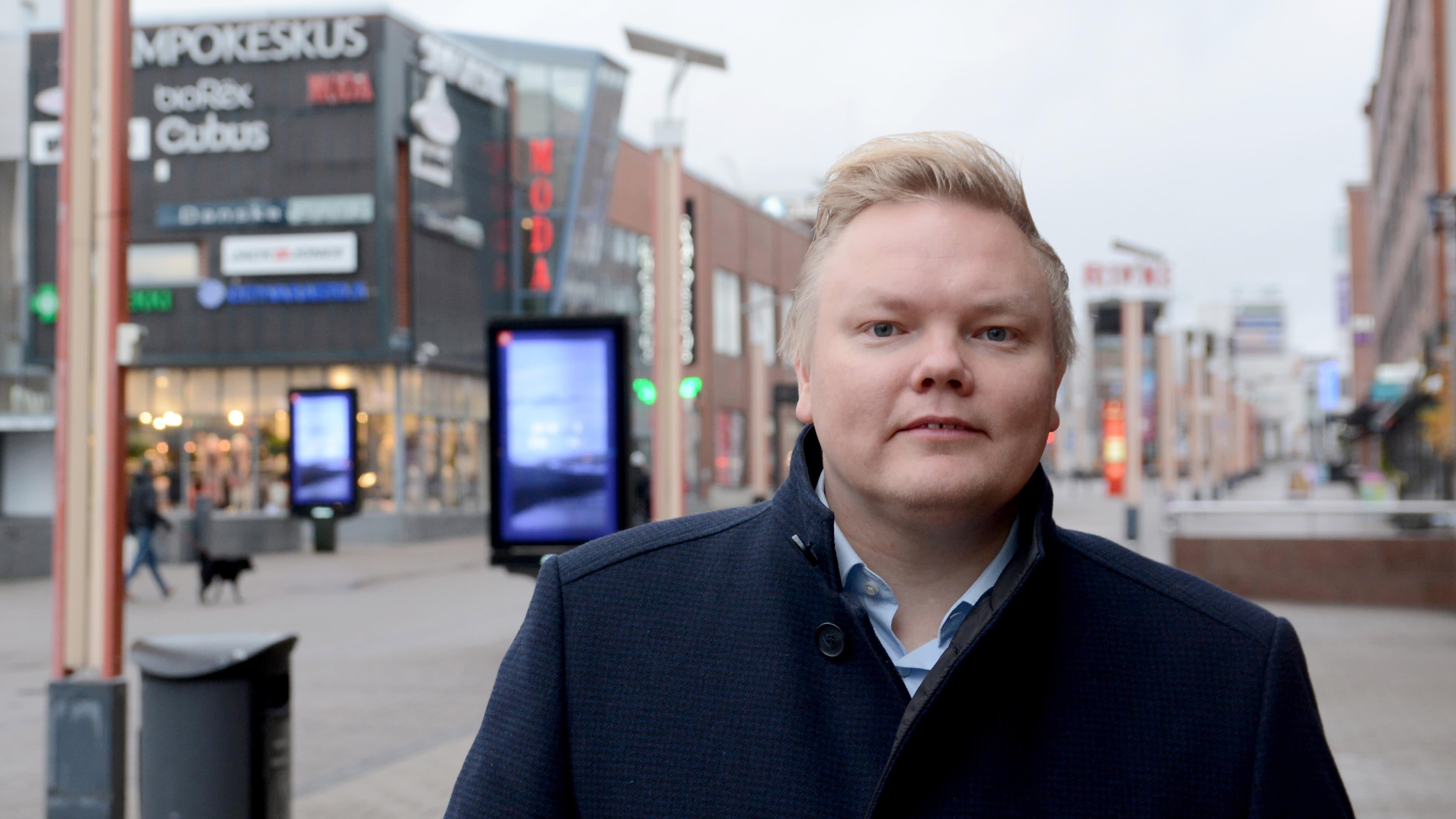 Ministeri Antti Kurvinen lupaa opintolainahyvityksiä syrjäseuduille muuttaville osaajille