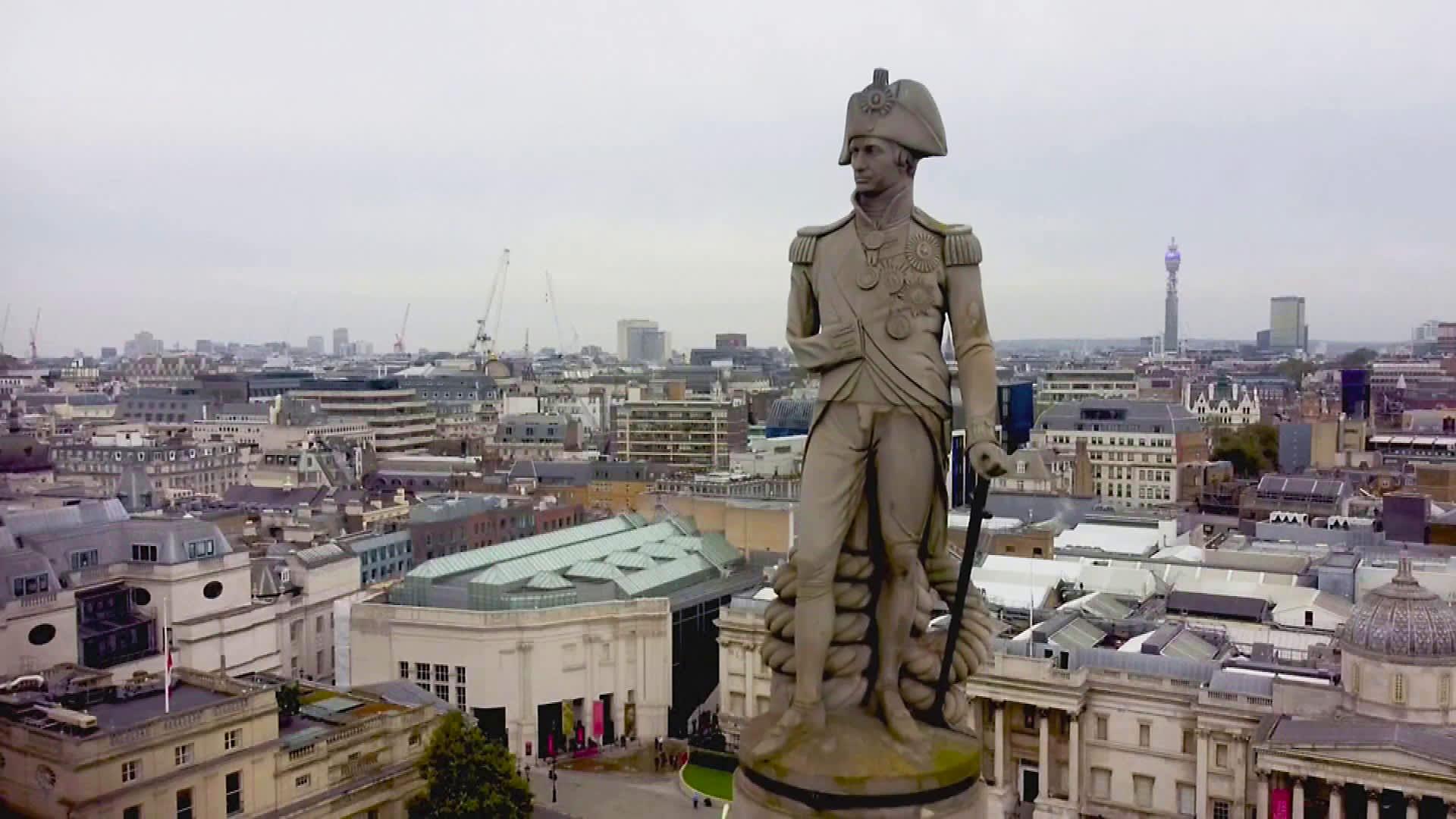 Orjuutta puolustaneen lordi Horatio Nelsonin patsas hallitsee näkymää Lontoon Trafalgar Squarella.